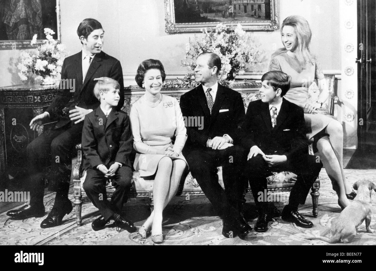 Königin Elizabeth Ii Und Prinz Philip Mit Kindern Stockfoto Bild