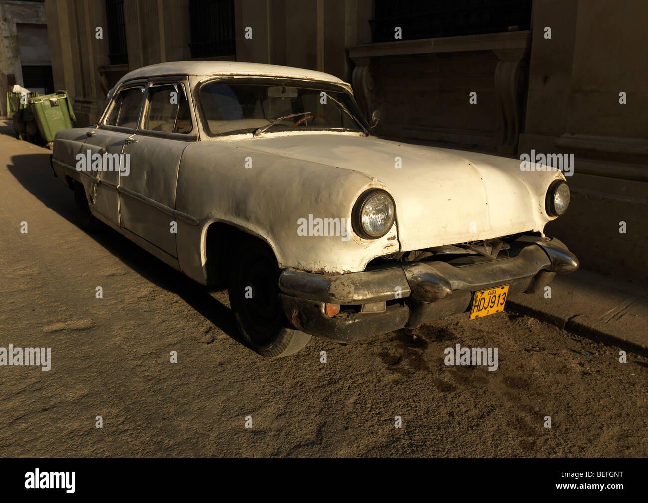 Eine weiße amerikanische historische Auto / Oldtimer in Havanna, Kuba, auf 1. März 2009 abgebildet. Stockbild