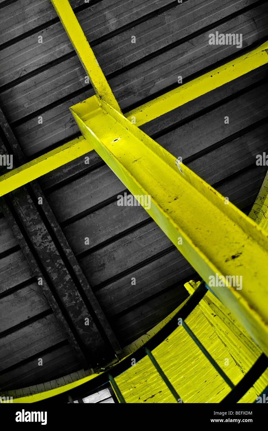 gelbe Stahlkonstruktion Stockbild