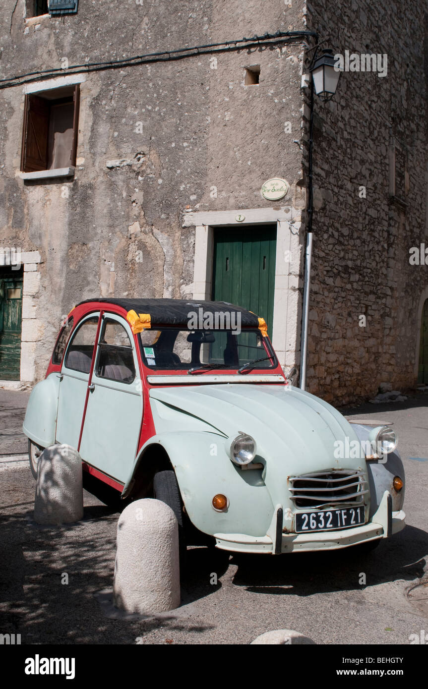 deux chevaux stockfotos deux chevaux bilder alamy. Black Bedroom Furniture Sets. Home Design Ideas