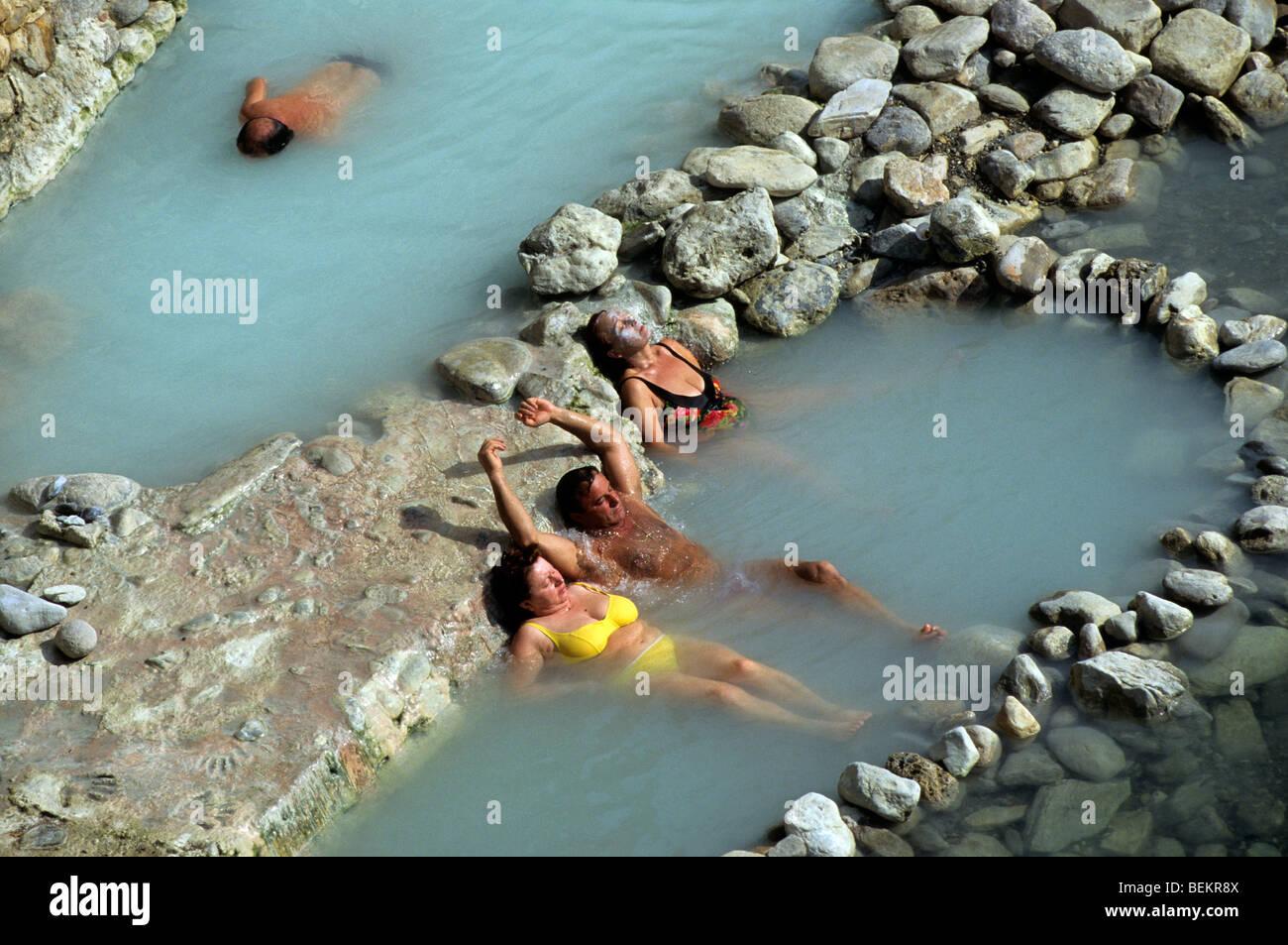 Thermalwasser in Bagni di Petriolo, Toskana, Italien Stockfoto, Bild ...