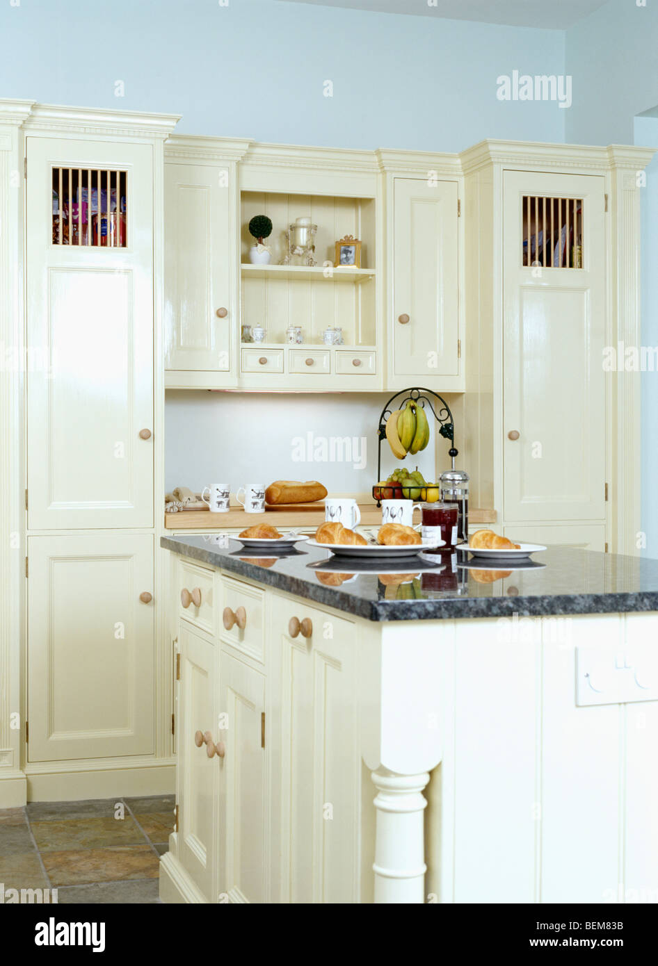 Granit Arbeitsplatte Auf Insel Einheit In Landhausküche Mit