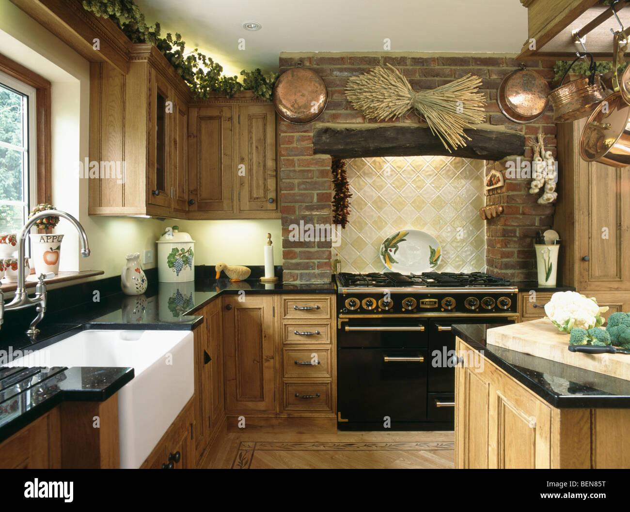 Interiors Kitchens Traditional Sinks Stockfotos & Interiors Kitchens ...