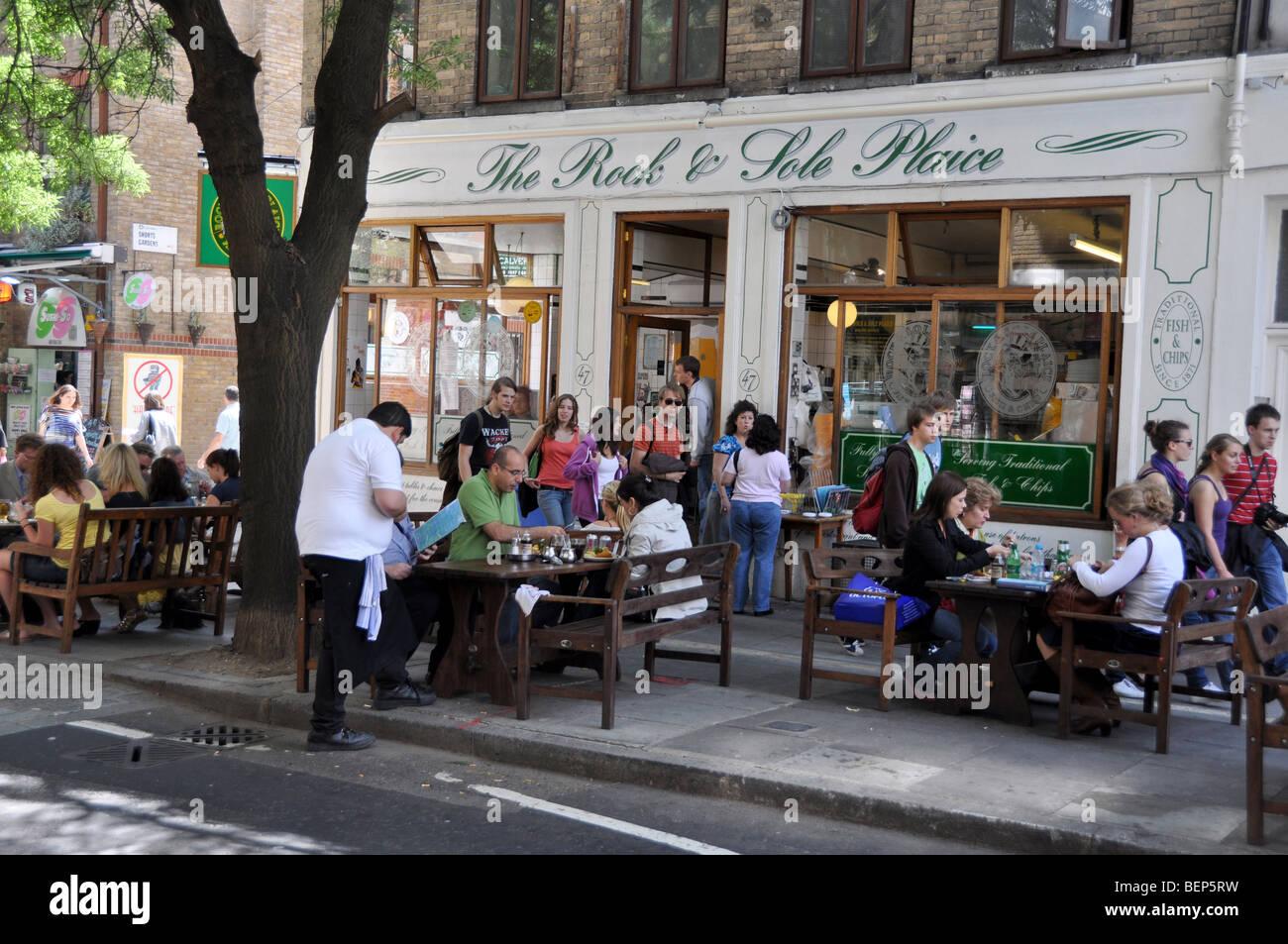 Beliebtes Fish and Chips Restaurant in Londons Covent Garden London England Stockbild