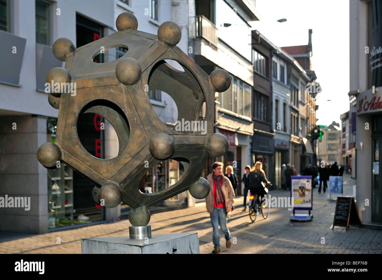 Tongeren Belgien römische dodekaeder in einkaufsstraße in tongeren belgien stockfoto