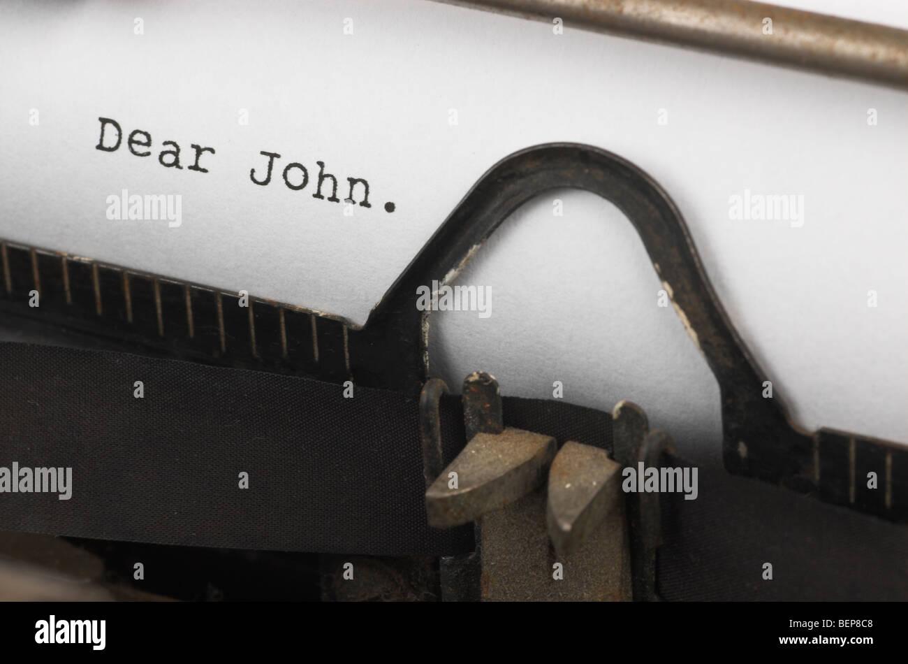 """Alte Schreibmaschine mit Text """"Dear John"""" Stockbild"""