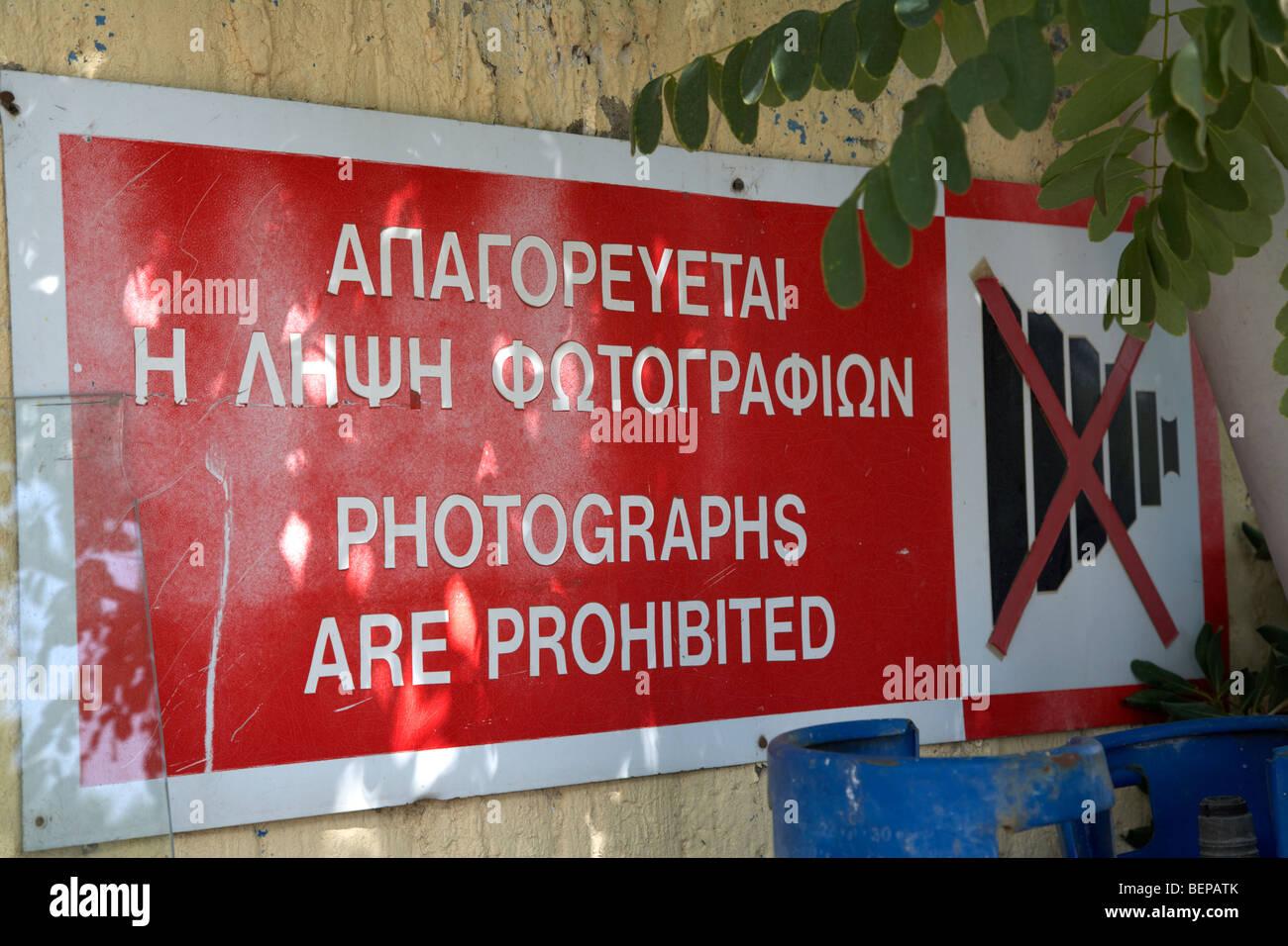 keine Fotos von Sperrgebiet von der UN-Pufferzone im grünen Trennlinie zwischen Nord und Süd Zypern in Stockbild