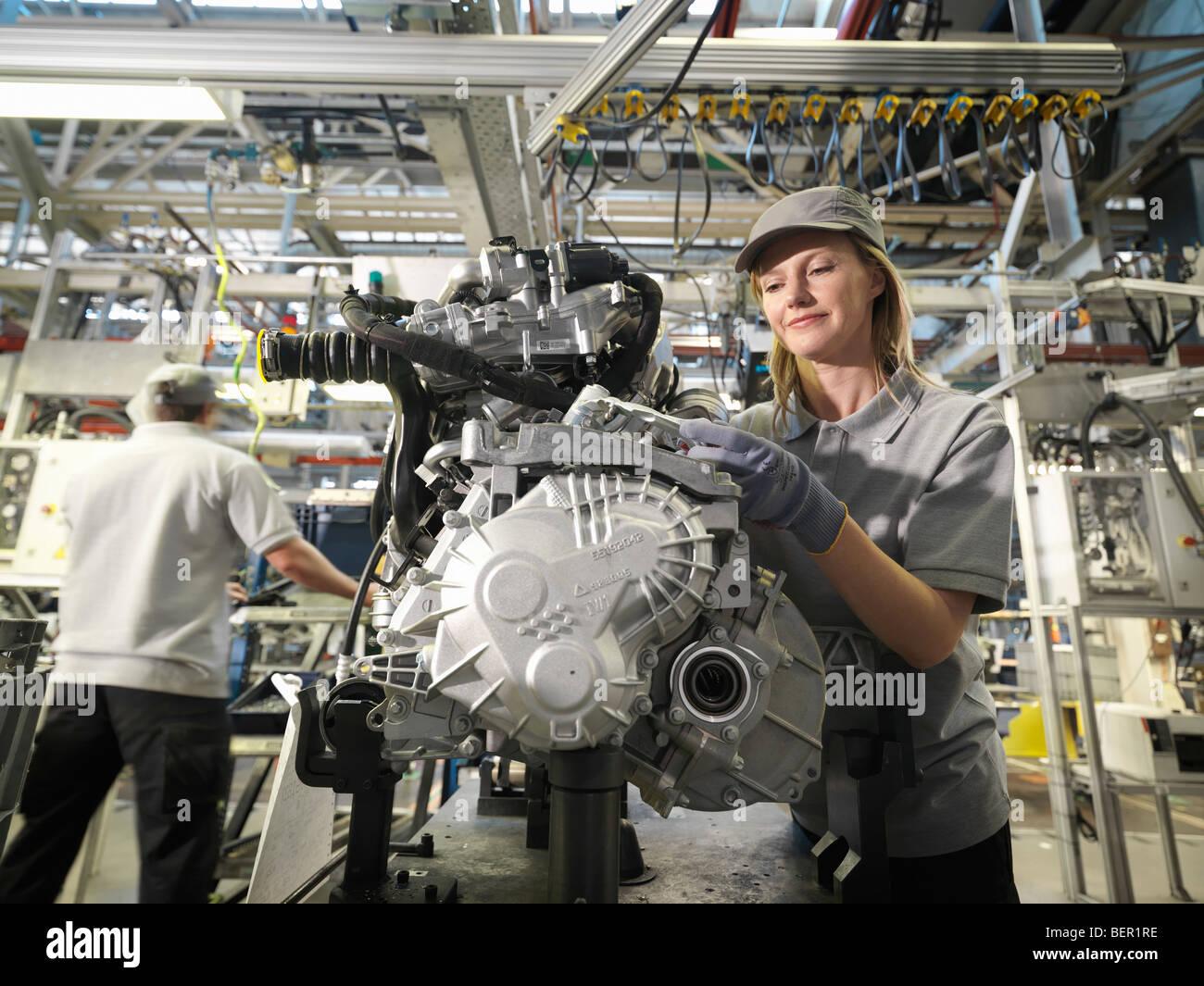 Auto Auto Arbeitnehmer Gebäudeteile Stockbild