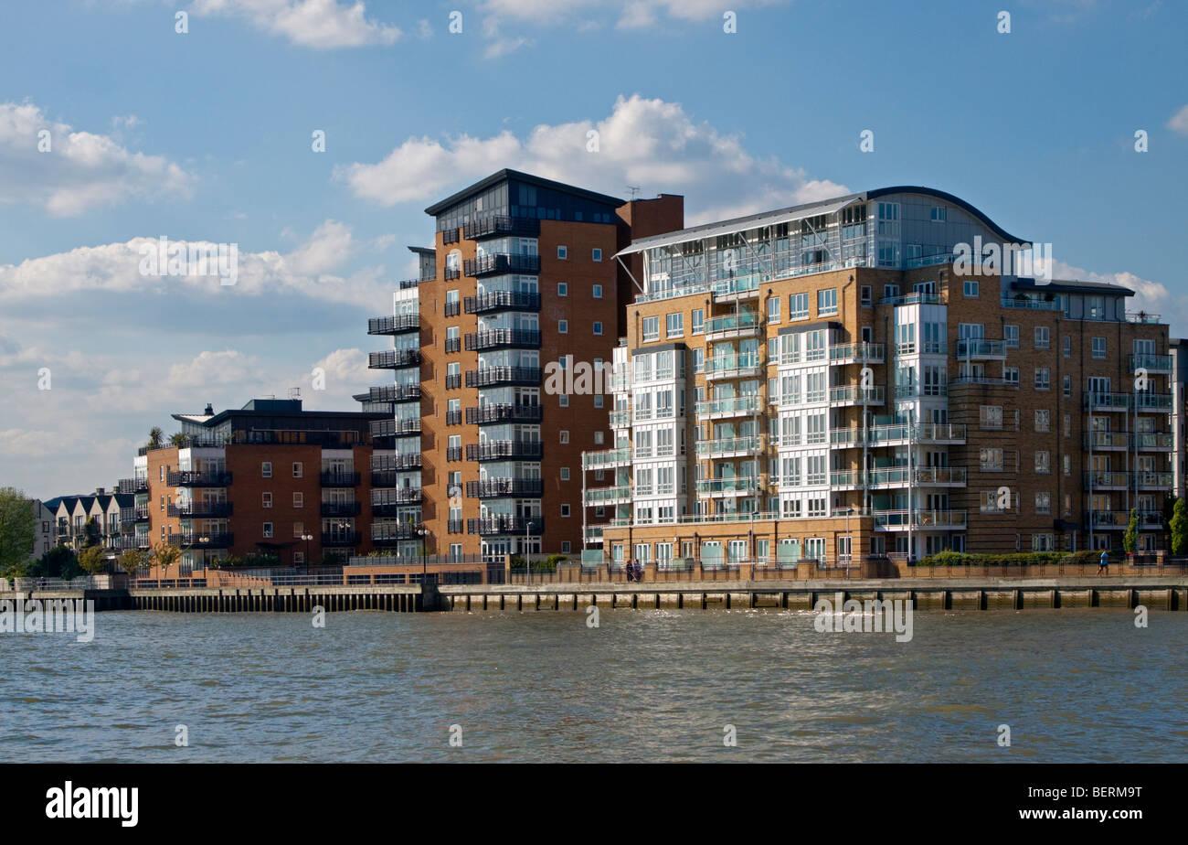 Wohnung London Kaufen : moderne wohnung bl cke am ufer der themse london england ~ Watch28wear.com Haus und Dekorationen