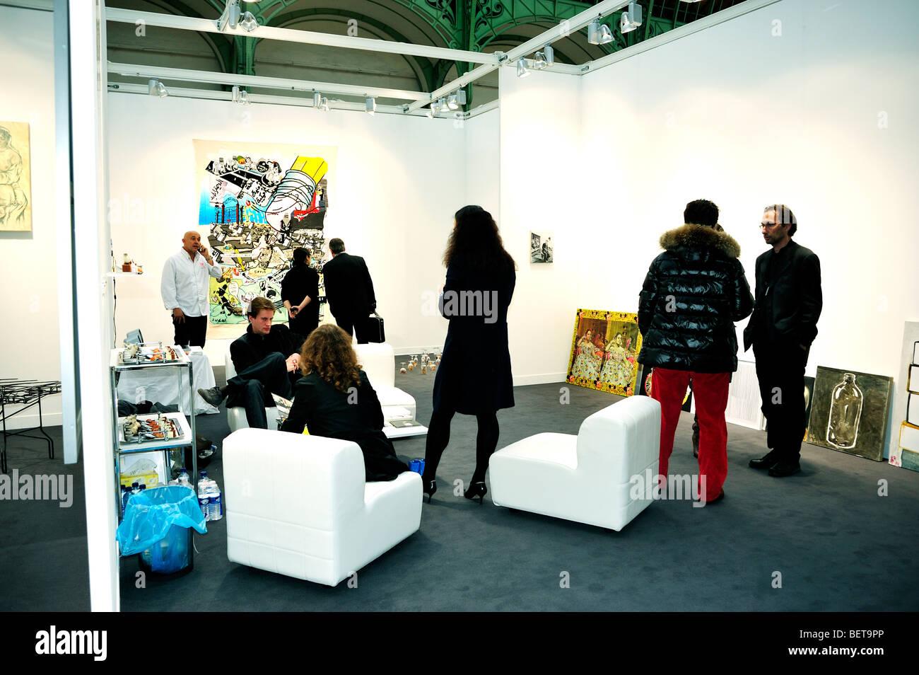 """Paris, Frankreich, Menschen besuchen jährlich zeitgenössische Kunst zeigen, FIAC, Handel im """"Grand Stockbild"""
