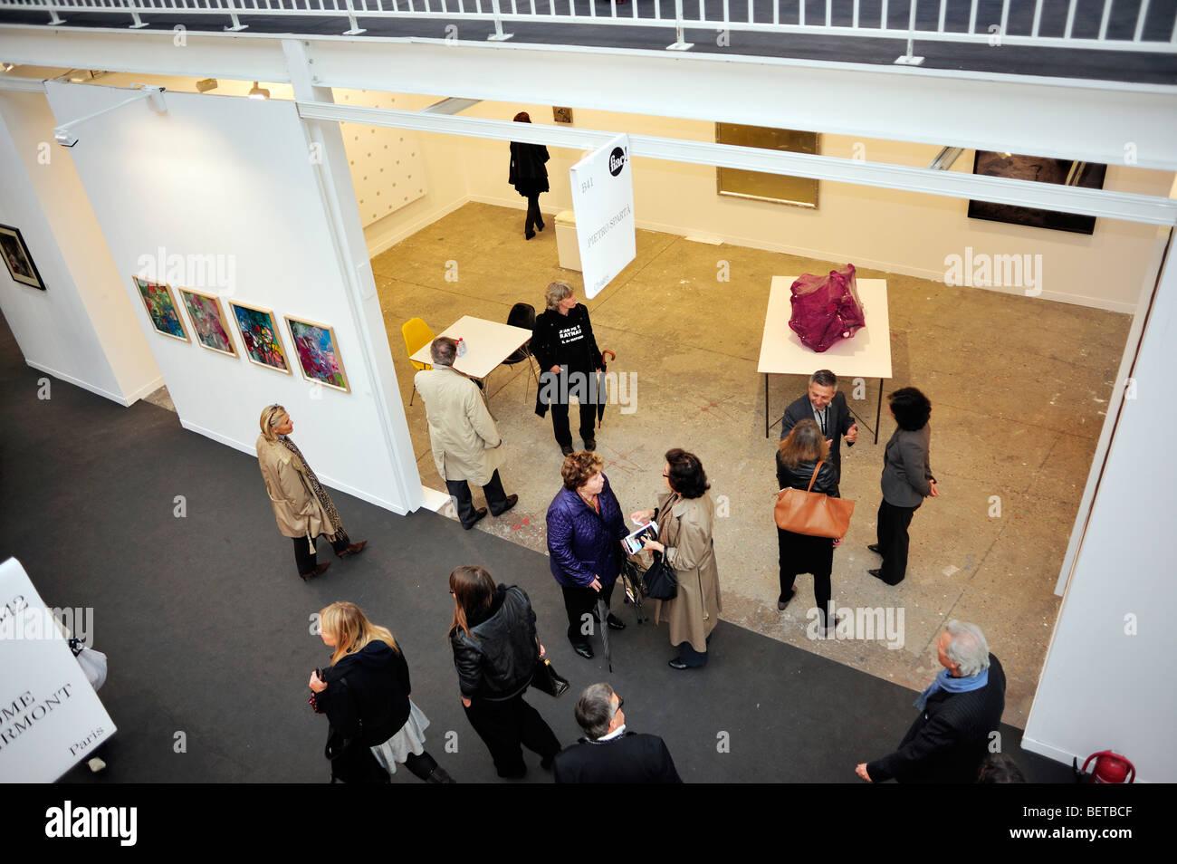 """Paris, Frankreich, Menschen besuchen jährlich zeitgenössische Kunst zeigen, fiac, Messe in """"Grand Stockbild"""