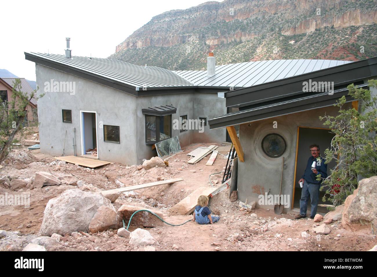 Zuhause in den Bergen von Jemez, New Mexico, USA, Stroh Kaution und ...