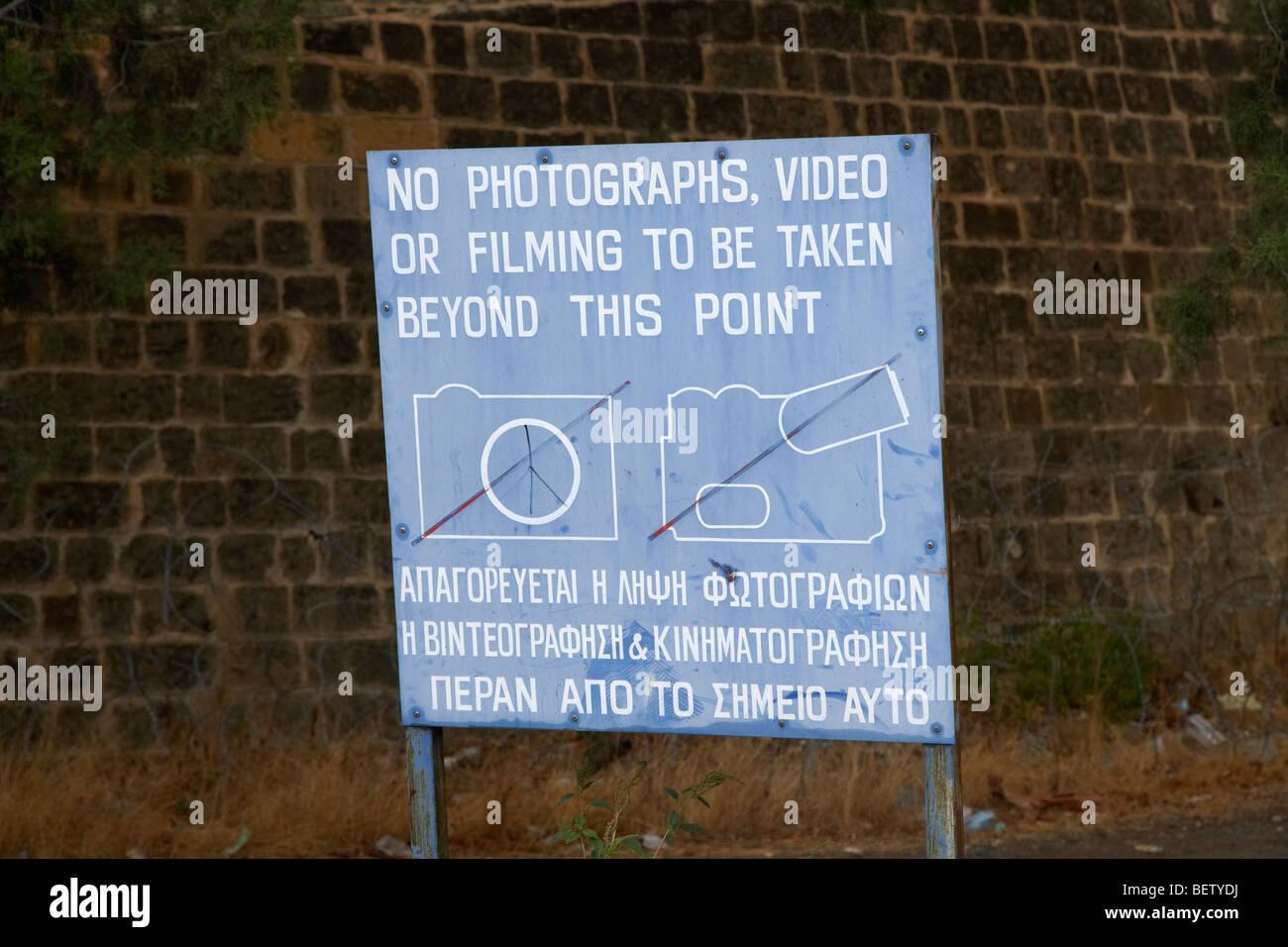 keine Fotografie Warnzeichen für Sperrgebiet von der UN-Pufferzone im grünen Trennlinie zwischen Nord und Süd-Zypern Stockfoto