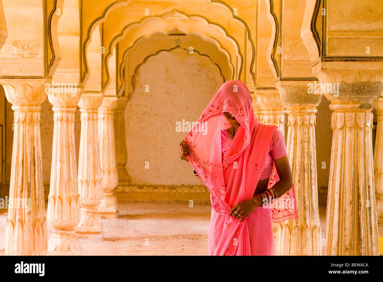 Verschleierte Frau in Indien Stockbild