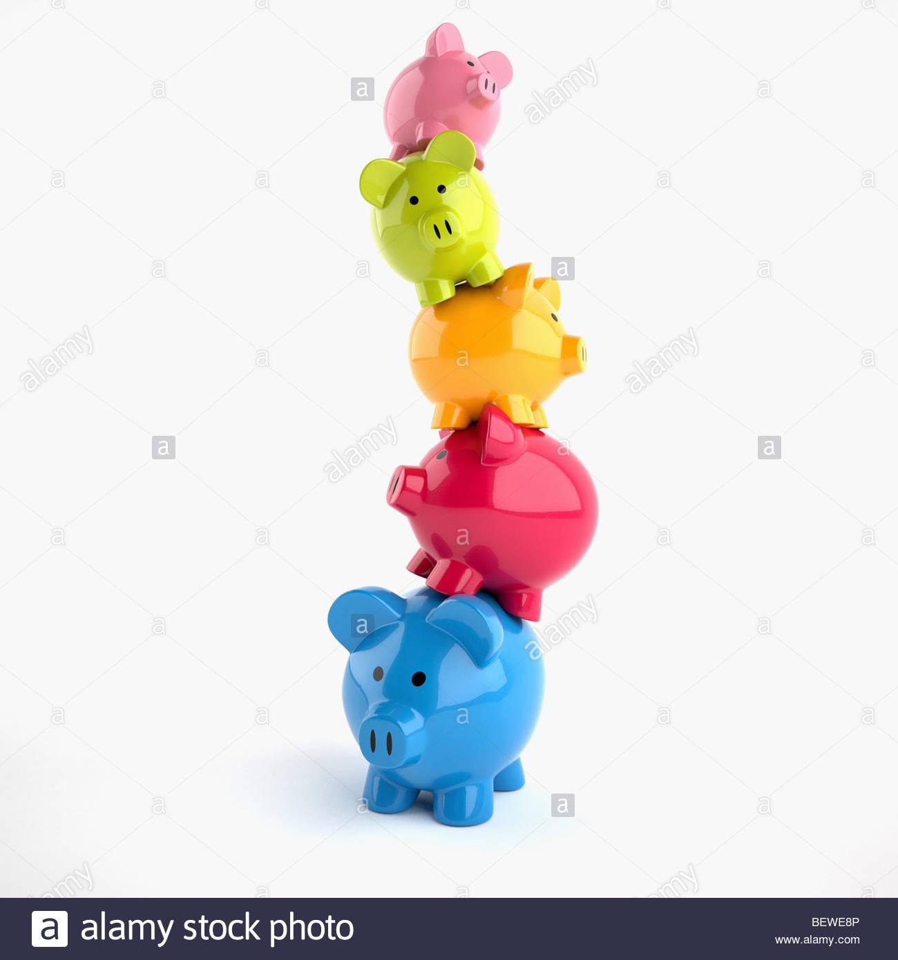 Instabile Stapel von Sparschweine Stockbild