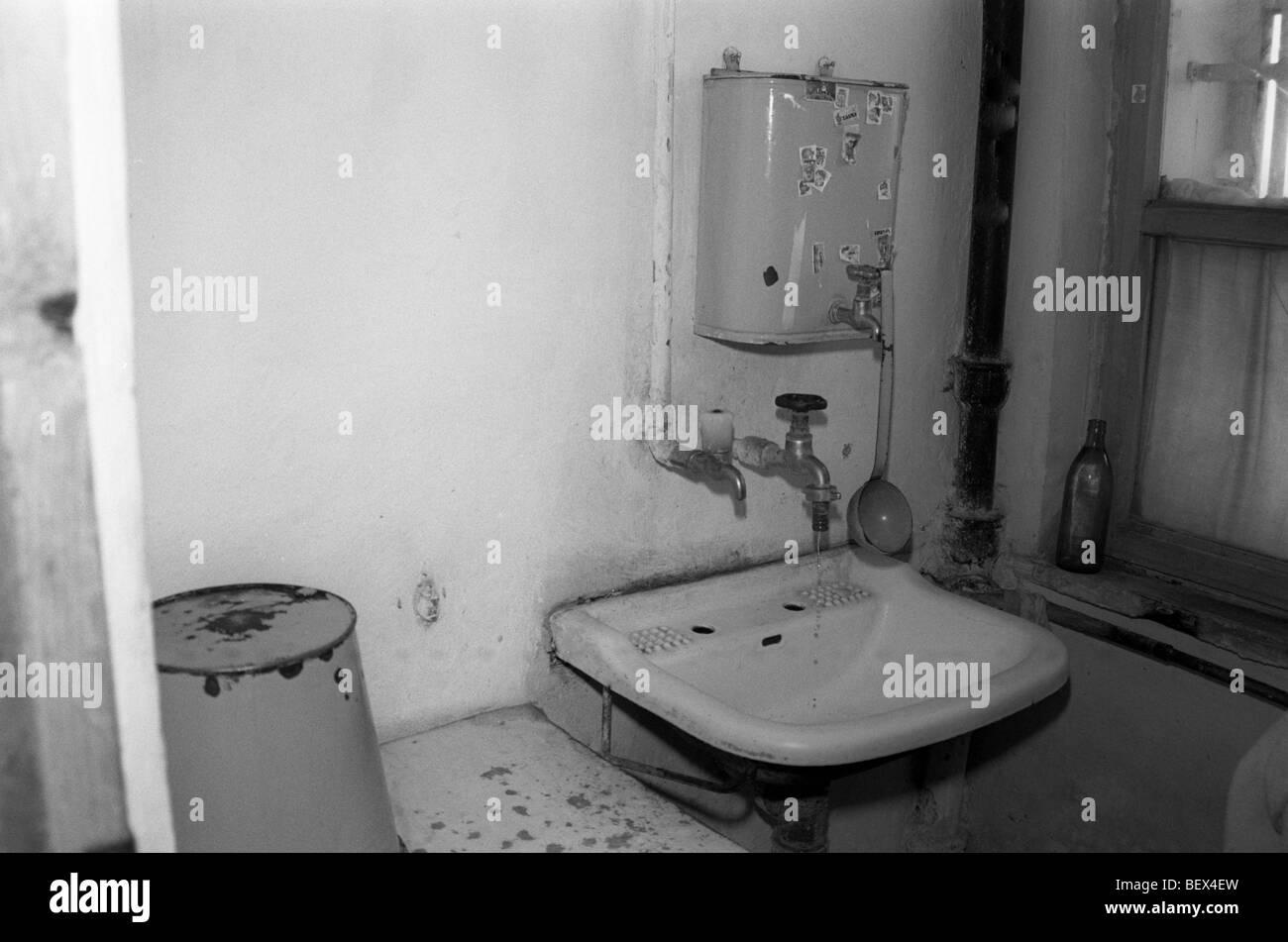 badezimmer in rumänischen waisenhaus, suceava, moldawien, 1990, Badezimmer ideen