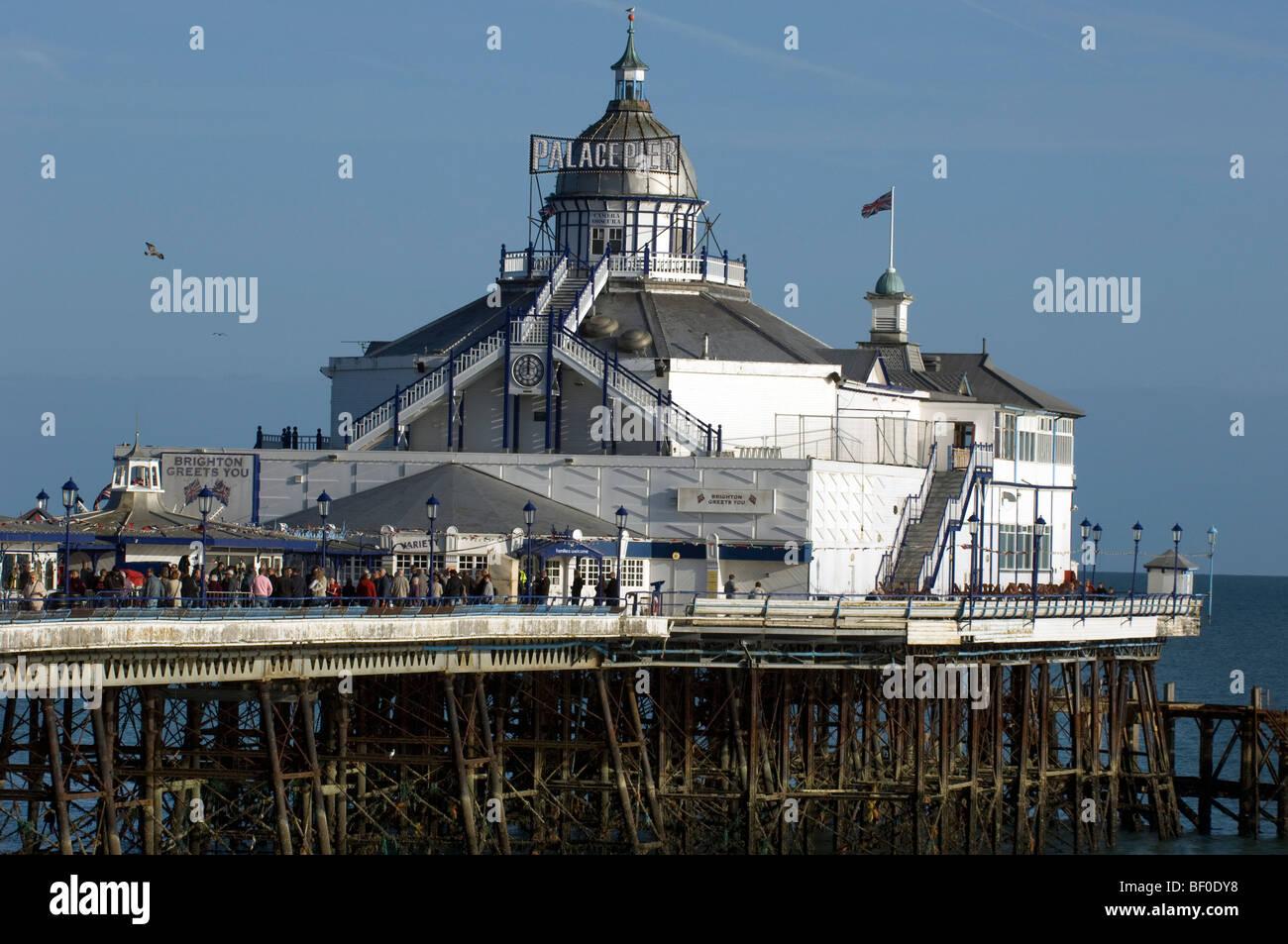 Eastbourne Pier umbenannt Palace Pier von Brighton für die 2009 Lage Dreharbeiten einer 1960er-Jahre-Version Stockbild