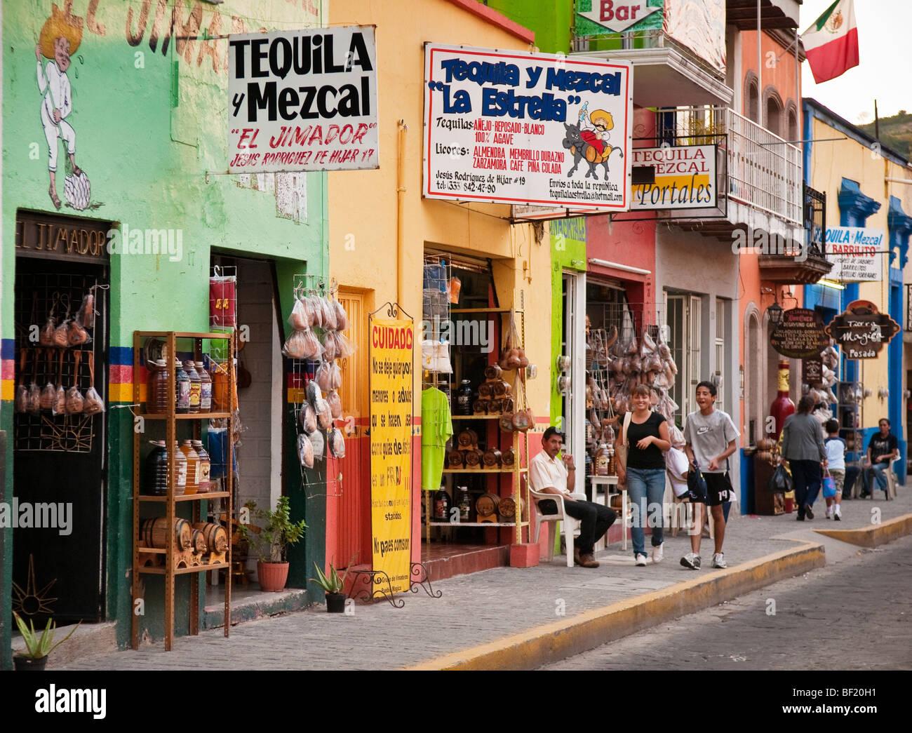 Tequila-Läden in der Stadt Tequila, Jalisco, Mexiko. Stockbild