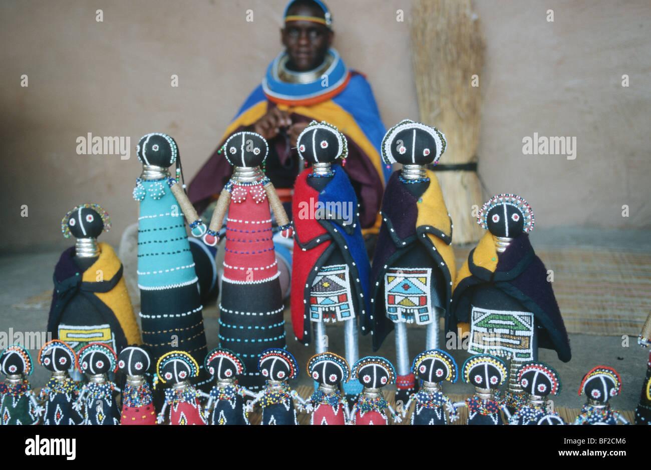 Traditionelle Perlenarbeiten Puppen, Nordwest-Provinz, Südafrika Stockbild