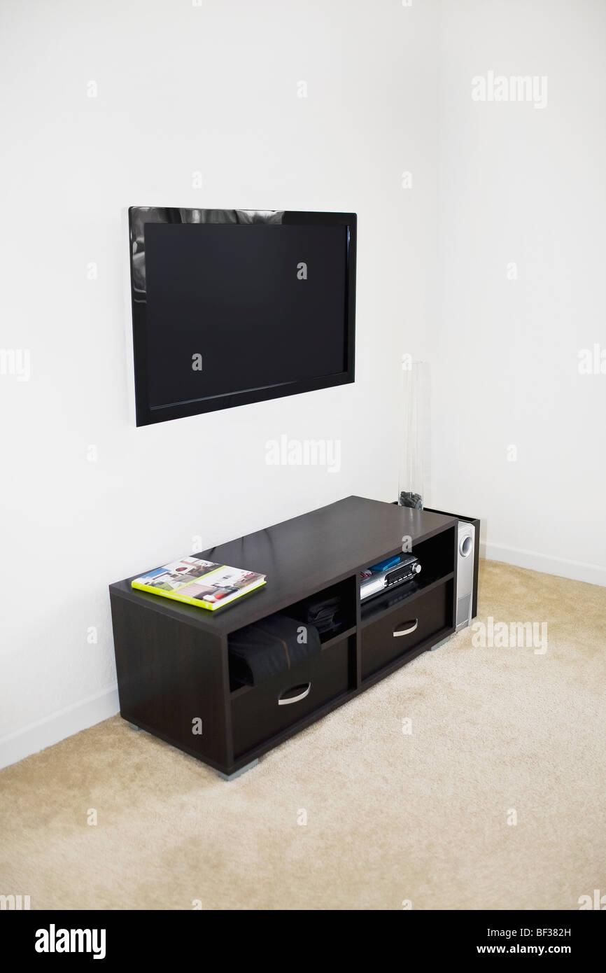 Lcd Fernseher An Der Wand Montiert Stockfoto Bild 26502409 Alamy