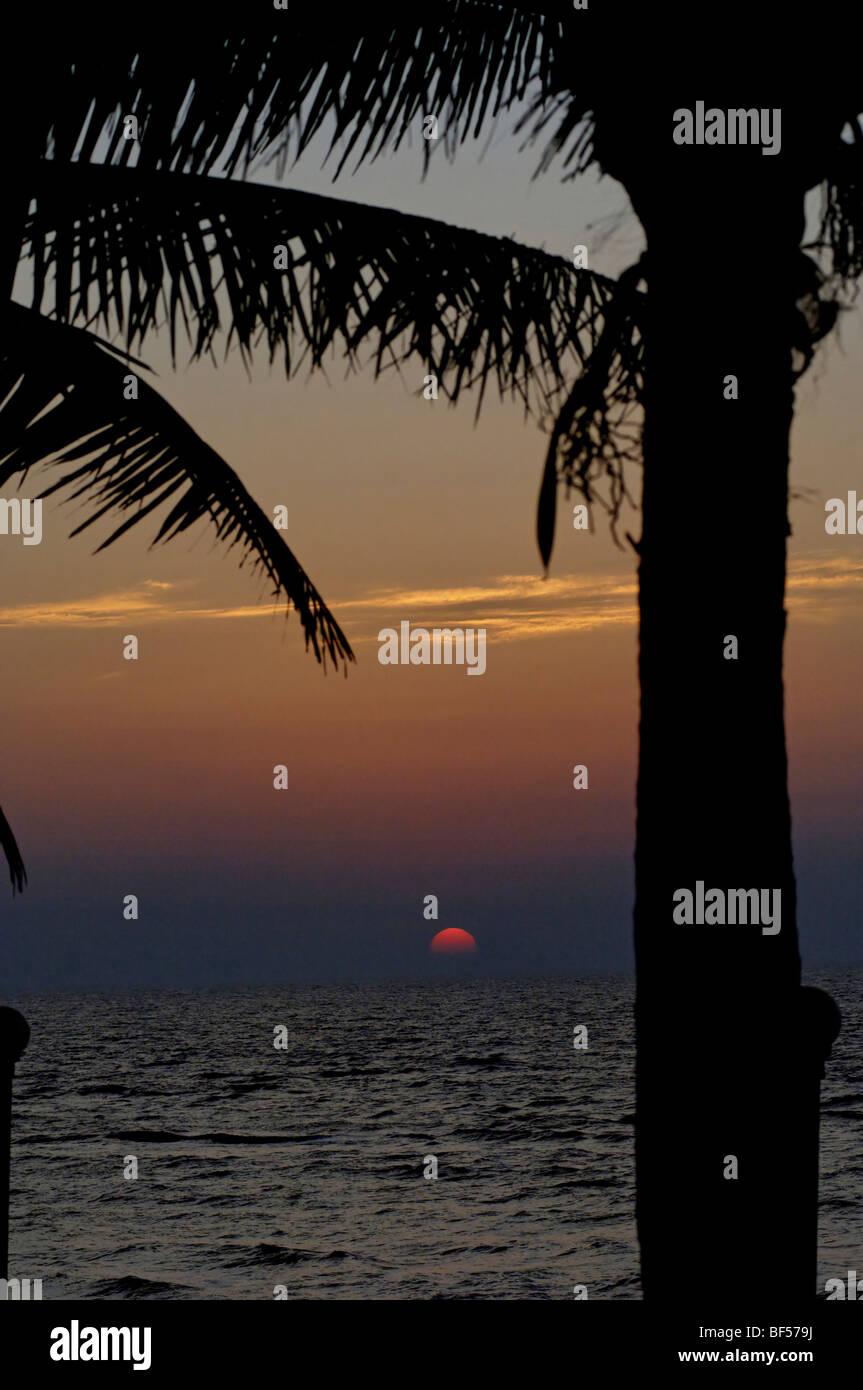 Sonnenuntergang in Daman, Westindien. Stockbild