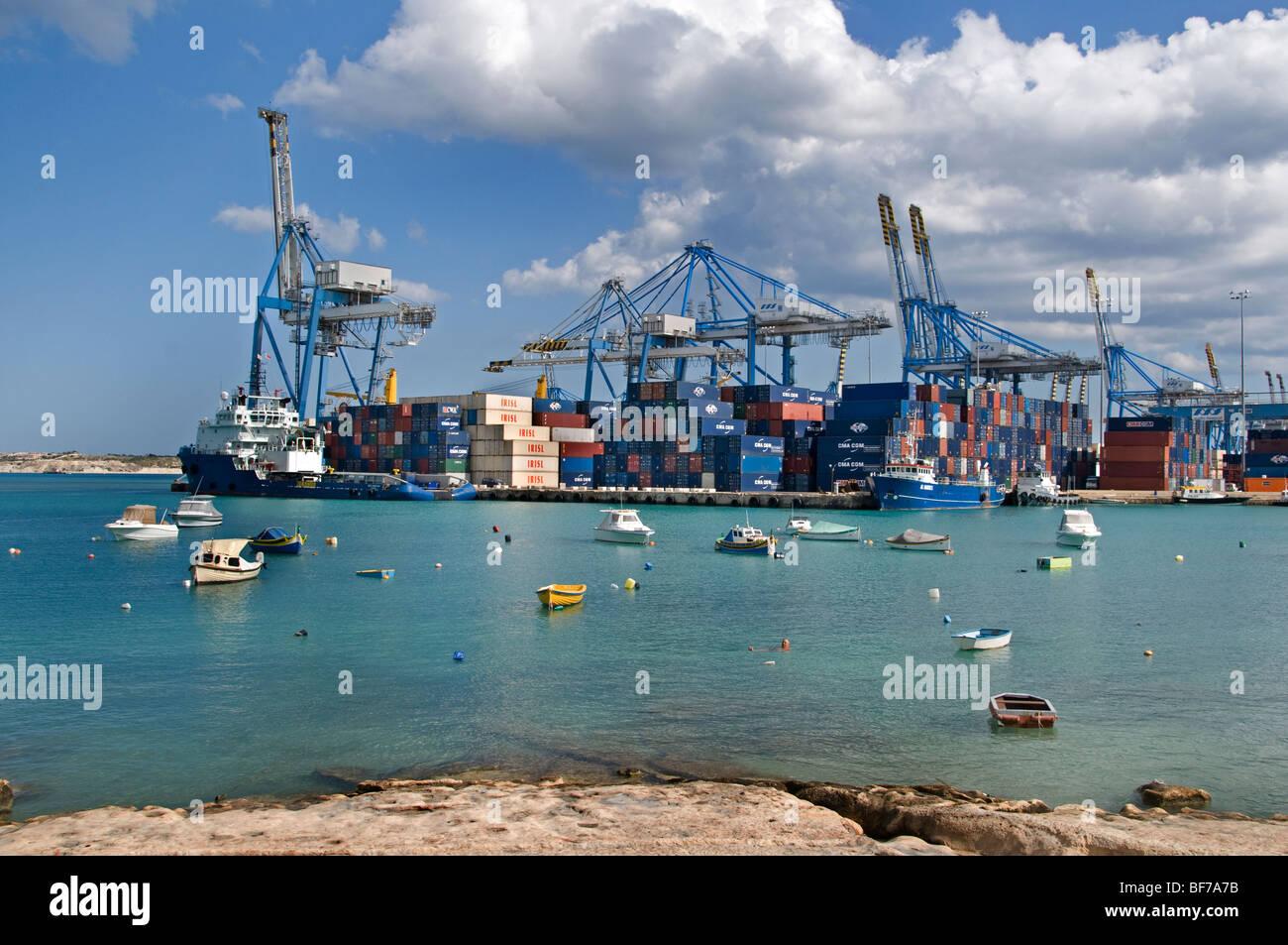 Hafen Hafen Salina Bay Container Malta Malta Stockbild