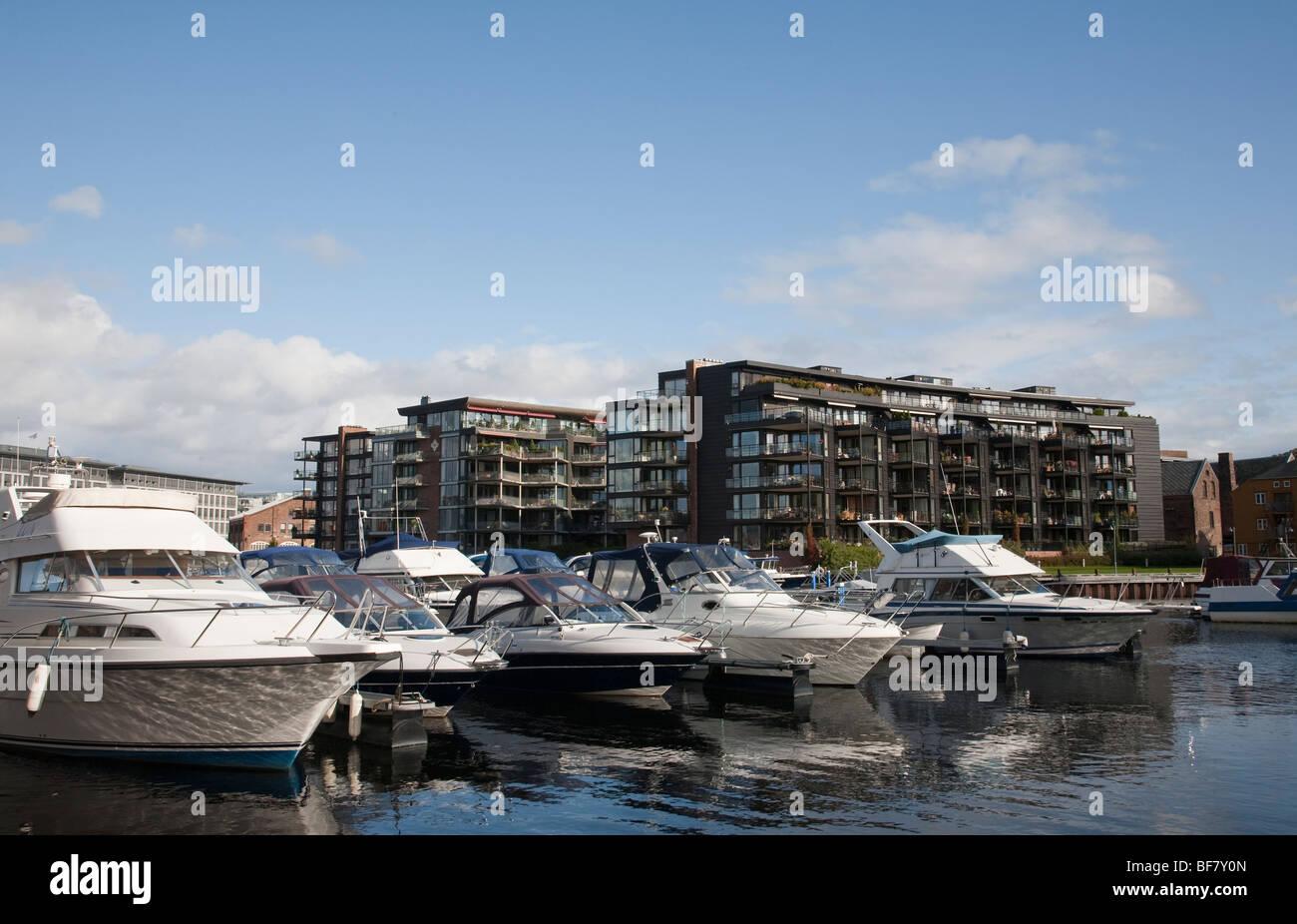 Norwegen Trondheim Baklandet Bryggen Brücke moden Architektur Stockfoto