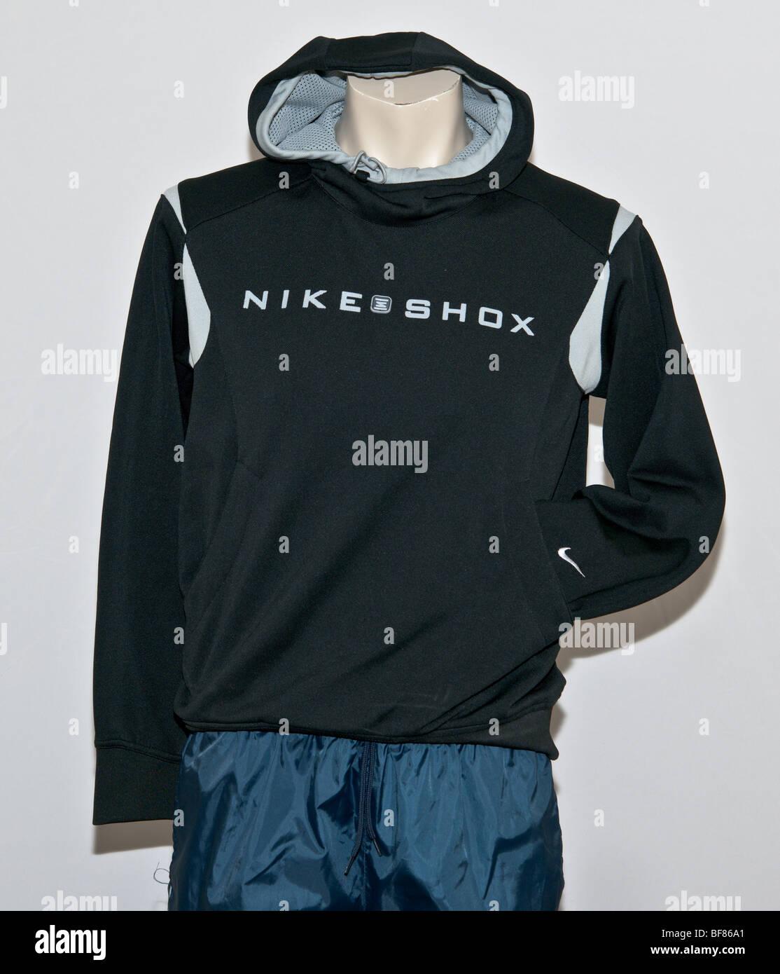 060f32256dd Nike Shox Hoody sportswear Jacke. menswear overhead Sport Markenbekleidung  los.