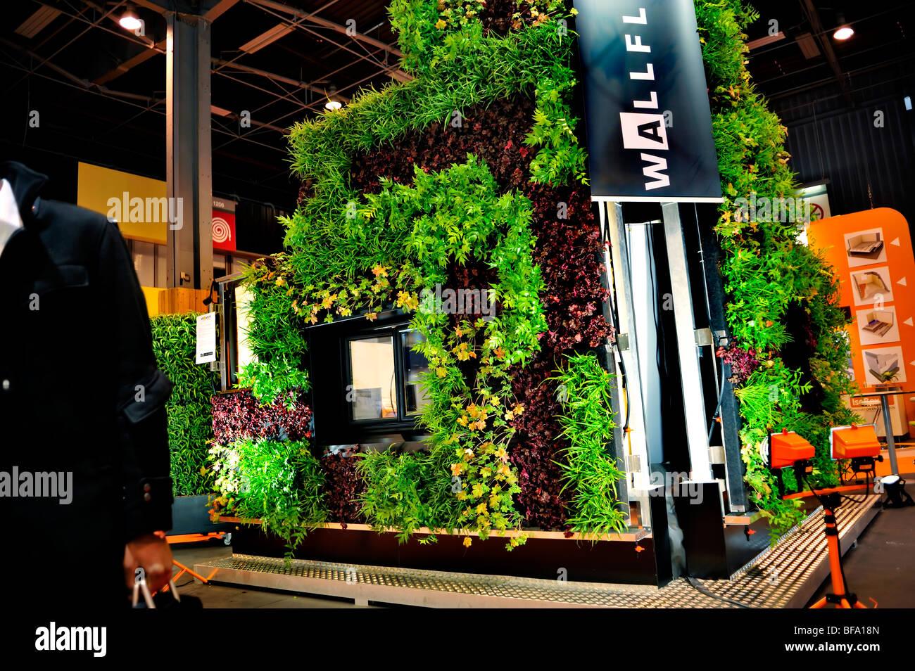 Paris, Frankreich, Baumaschinen' Messe', 'Salon Batimat', pflanzlichen Wall Display, grüne Stockbild