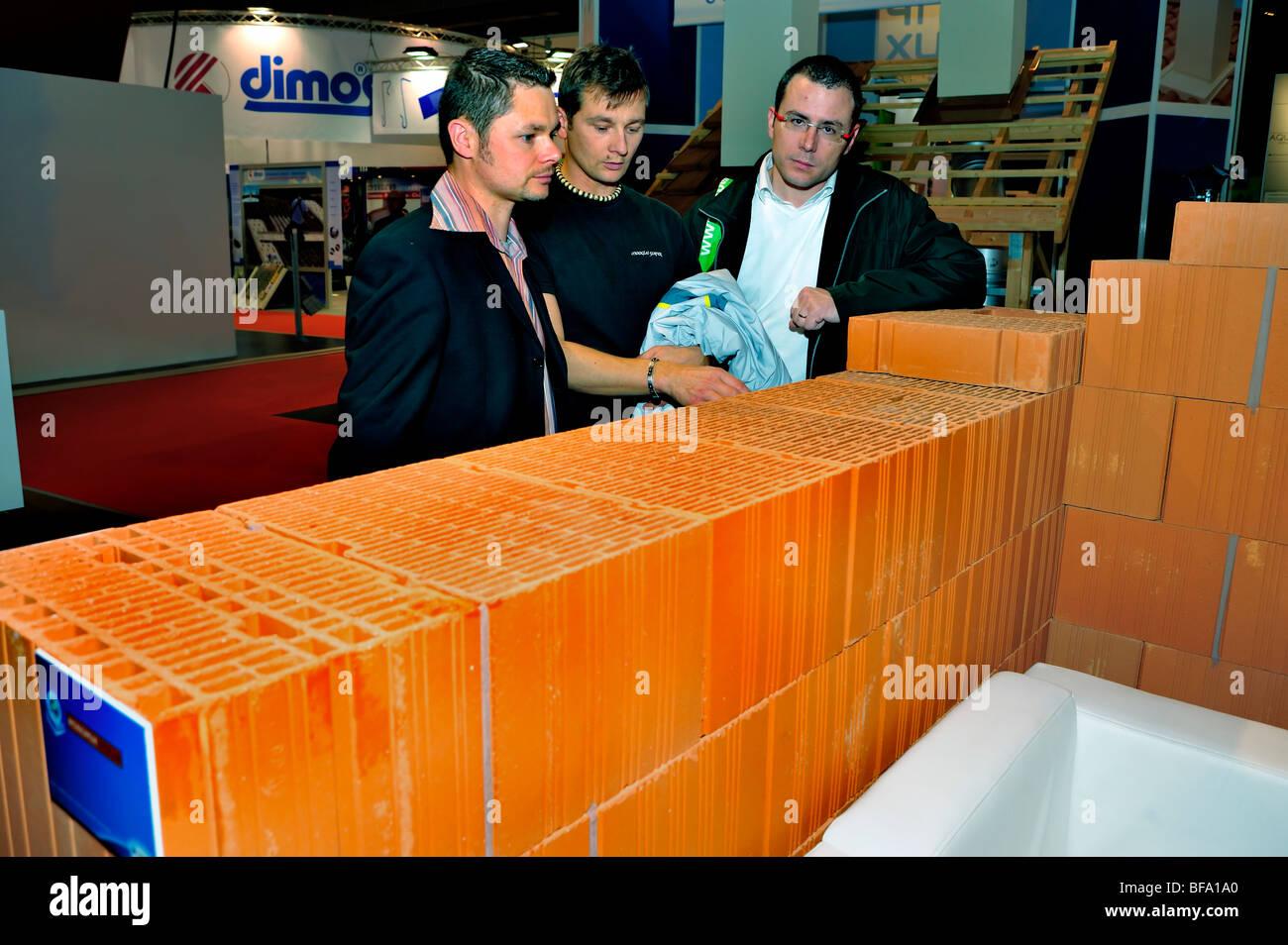 Paris, Frankreich, Business Meeting, Baumaschinen Messe Batimat, isolierte Bausteine Display, global green economy Stockbild