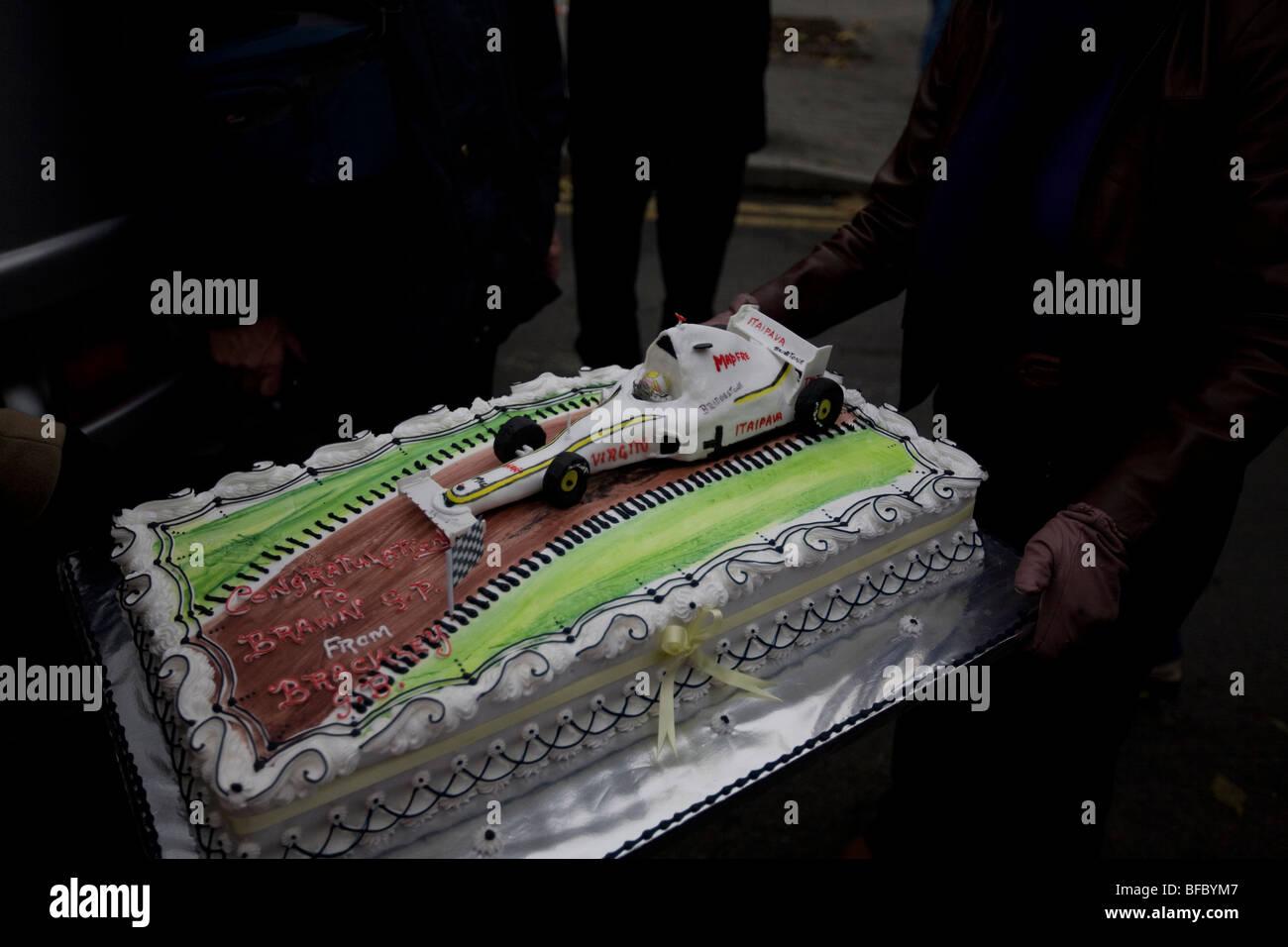 Feier Kuchen Prasentiert Formel 1 World Champions Brawn Gp Stockfoto
