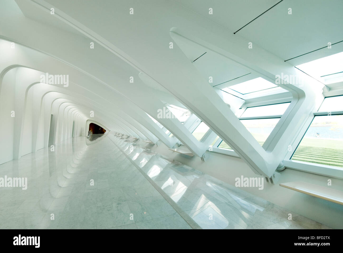https://c8.alamy.com/compde/bfd2tx/anmutige-interieur-des-milwaukee-art-museum-entworfen-von-santiago-calatrava-spanischer-architekt-milwaukee-wisconsin-usa-bfd2tx.jpg