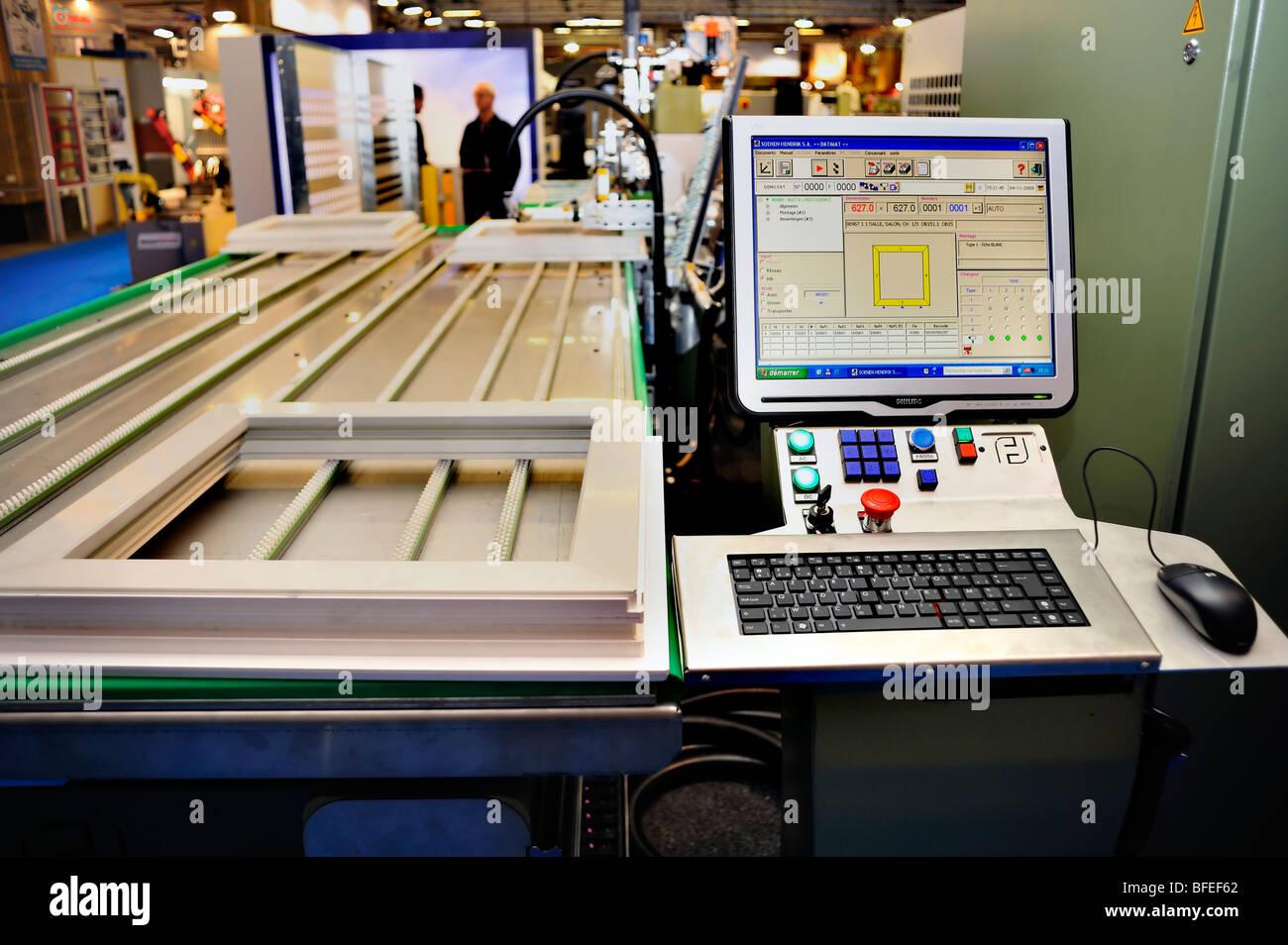 """Paris, Frankreich, Inside Windows verarbeitenden Fabrik, Baumaschinen Messe, der oenen Hendrik S.A."""" Stockfoto"""