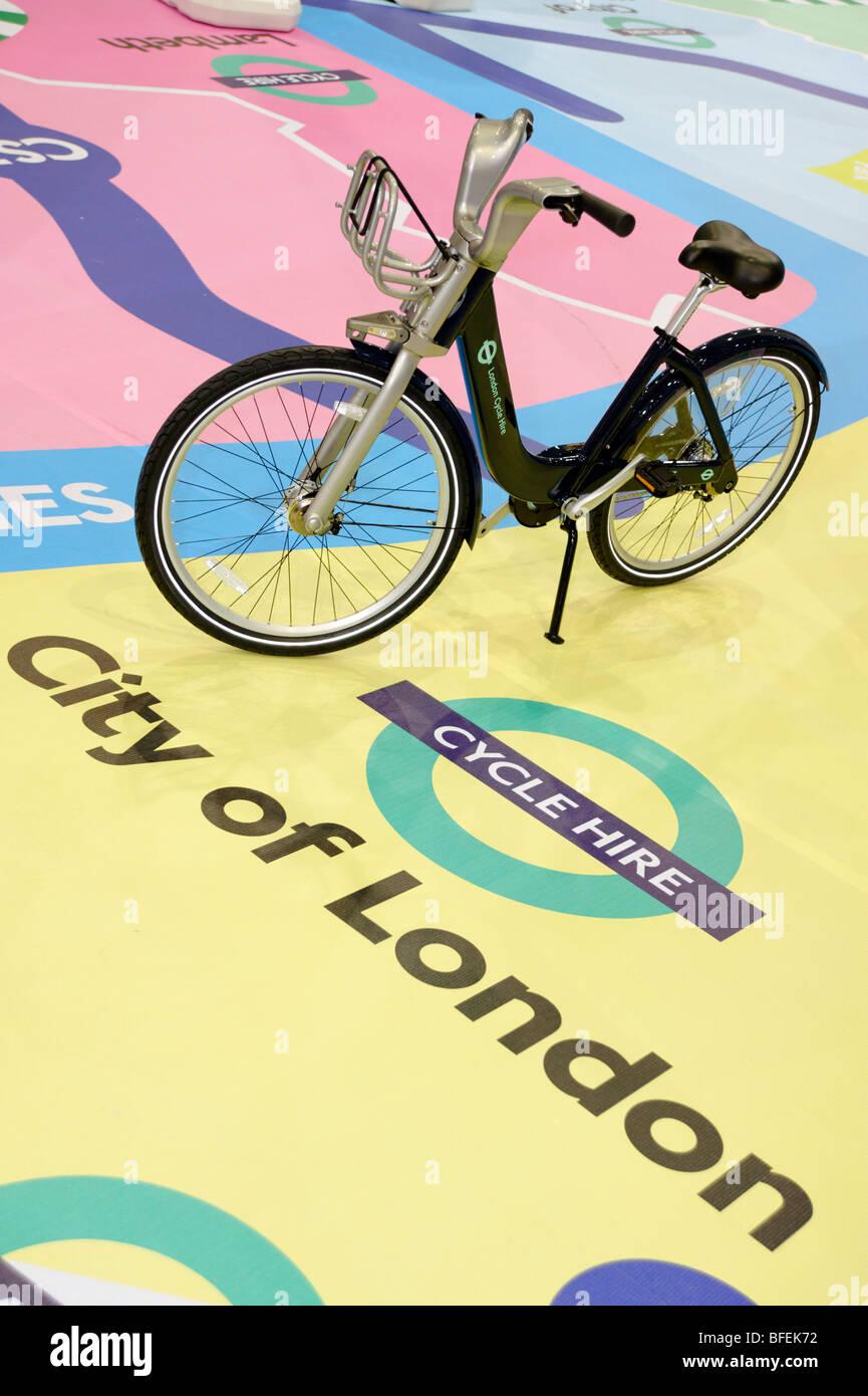 TFL Cycle Hire Fahrrad, öffentliche Fahrrad-sharing-Regelung, die in London 2010 starten wird. Zyklus-Show. London Stockfoto