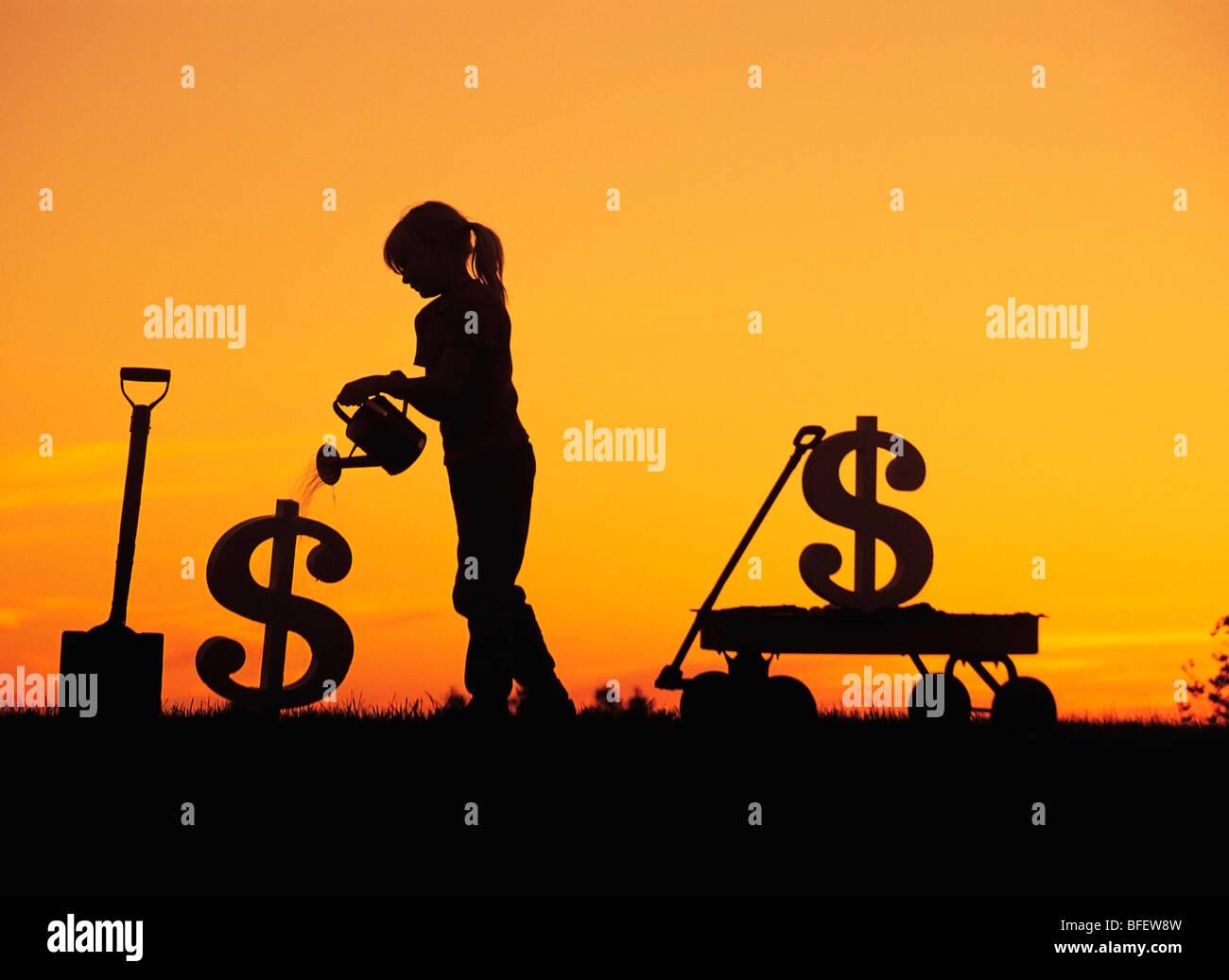 Konzeptionelle eines jungen Mädchens Bewässerung einen neu gepflanzten Dollarzeichen in der Nähe Stockbild