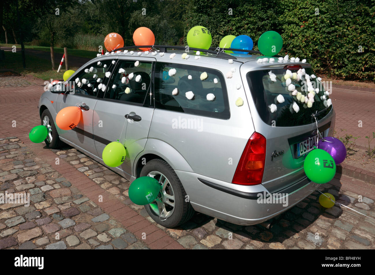 luftballons hochzeit auto