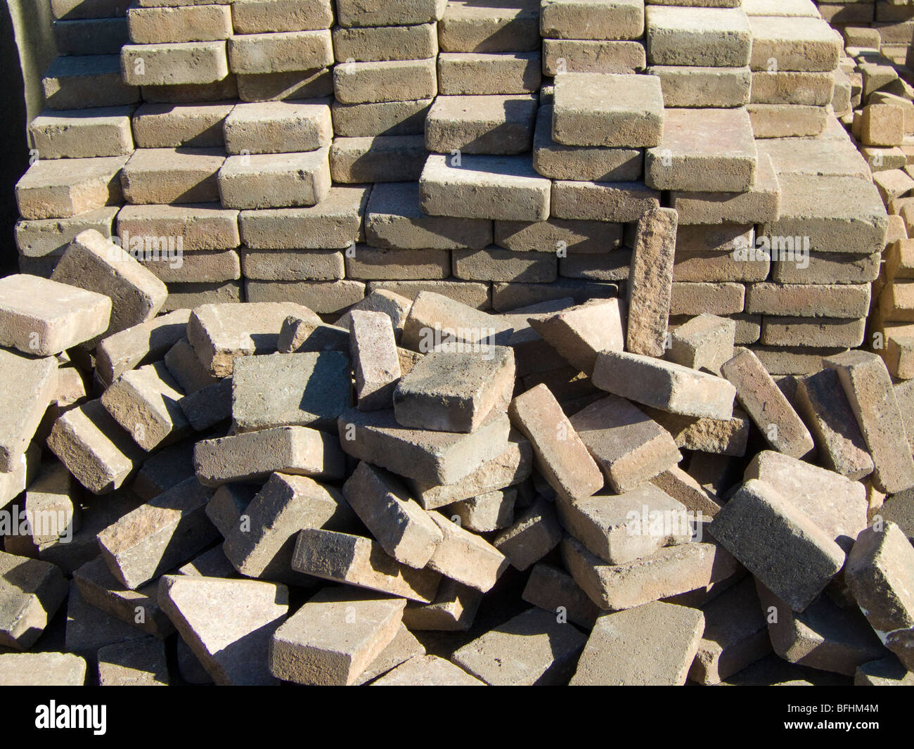 Ein Haufen Ziegelsteine zu ebnen Stockfoto
