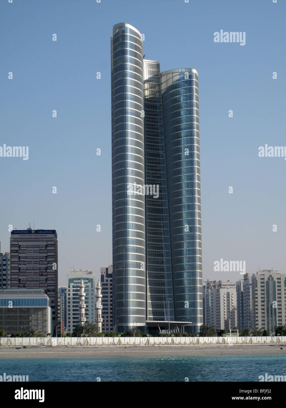 Moderne Hochhäuser auf der Strandpromenade Corniche, Abu Dhabi, Vereinigte Arabische Emirate Stockbild