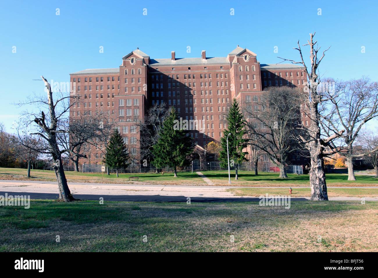 Aufbau von 93 auf der verlassenen Kings Park psychiatrischen Klinik, Long Island, NY Stockbild