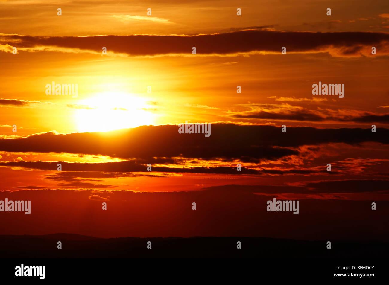Sonne - Himmel und Sonnenuntergang Stockbild