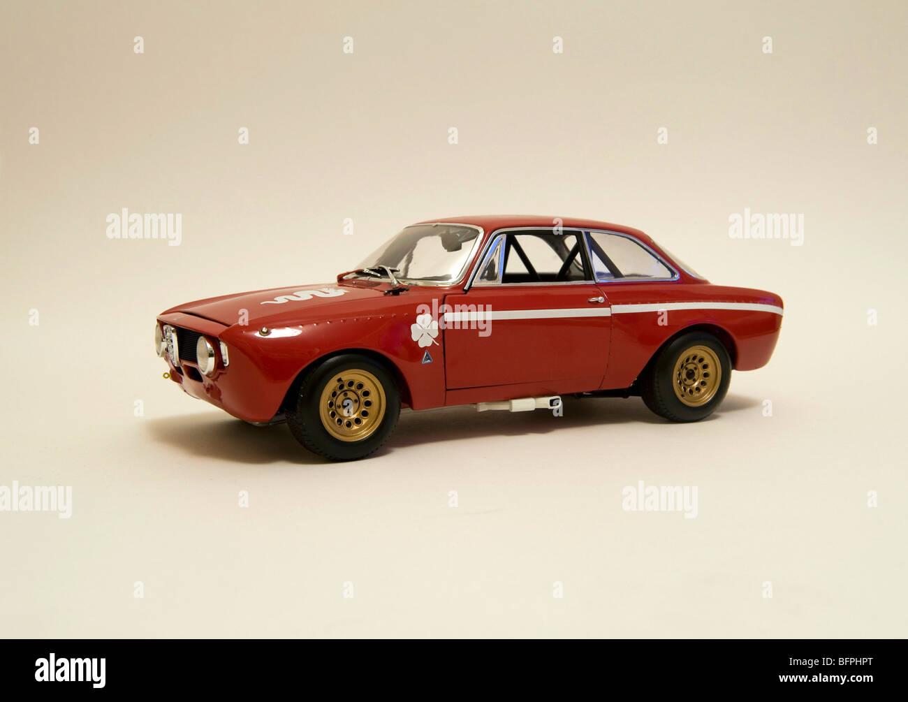 alfa romeo gta 1300 junior 1972 rot modell stockfoto, bild: 26927120