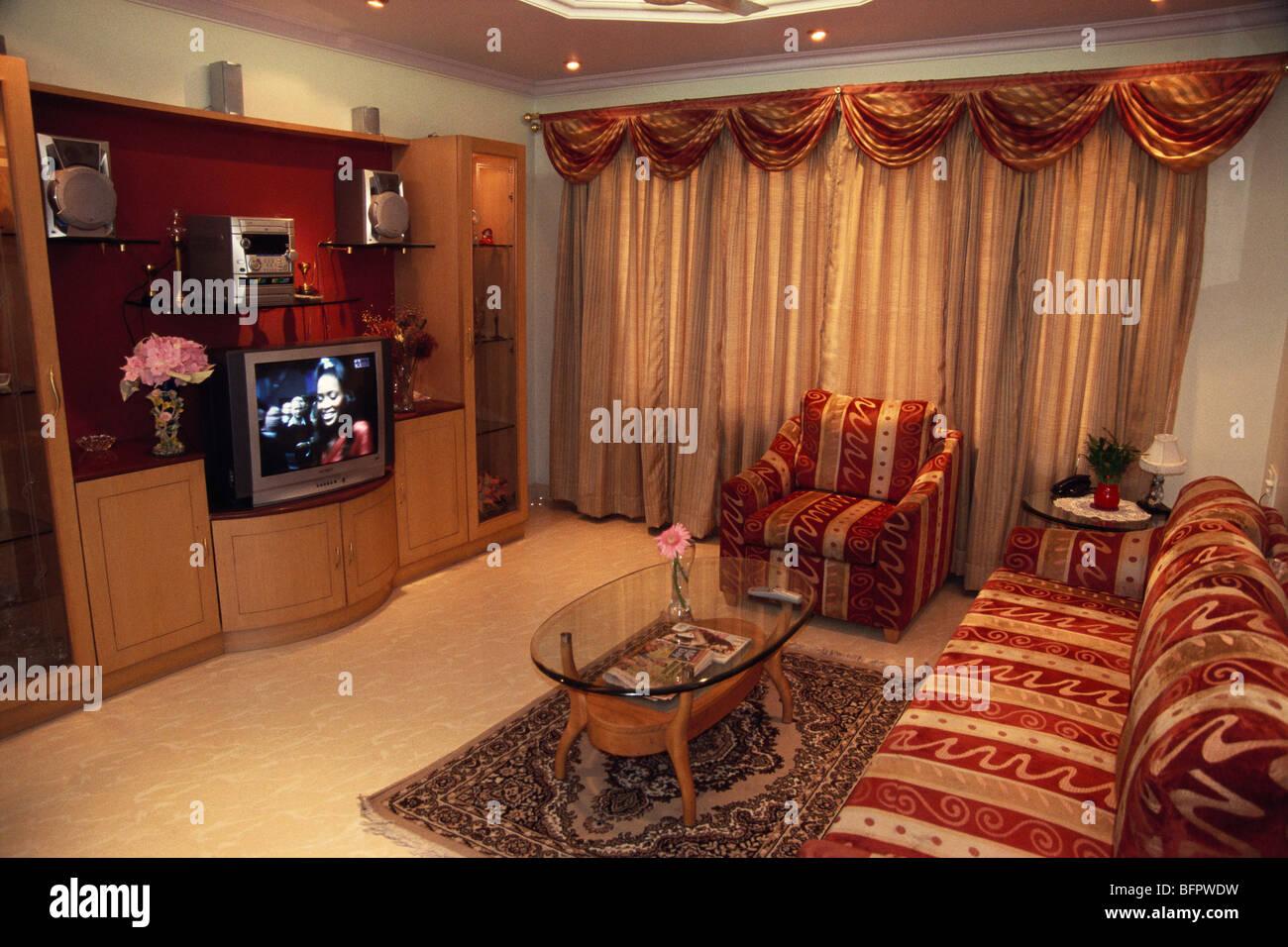 MMN 66468: Möbel und Sofa set Anordnung im Wohnzimmer; Indien ...