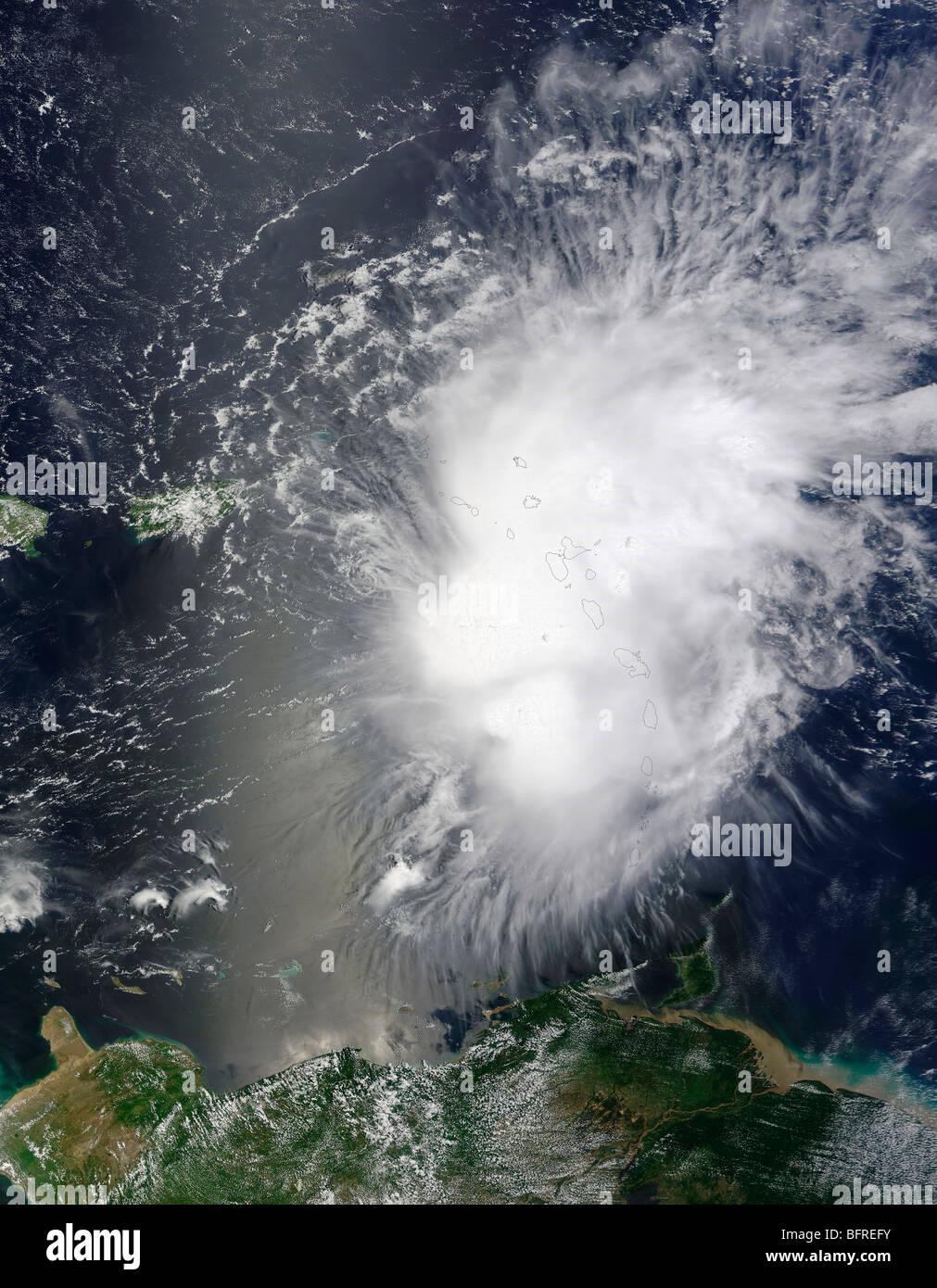 Tropischer Sturm Erika über die Inseln der kleinen Antillen in der Karibik. Stockbild