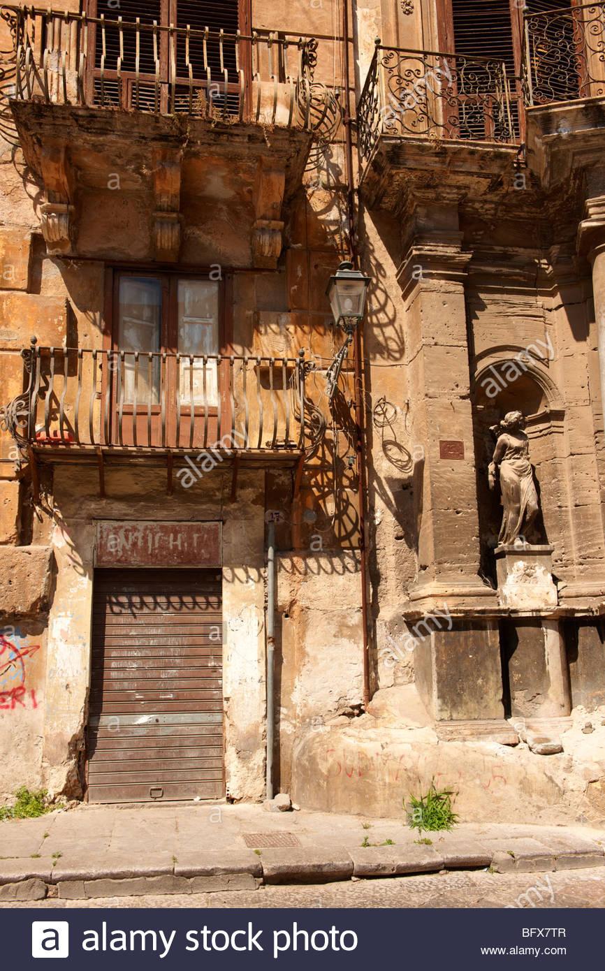 Armen verfallenen Häusern der Altstadt von Palermo, Sizilien Stockbild