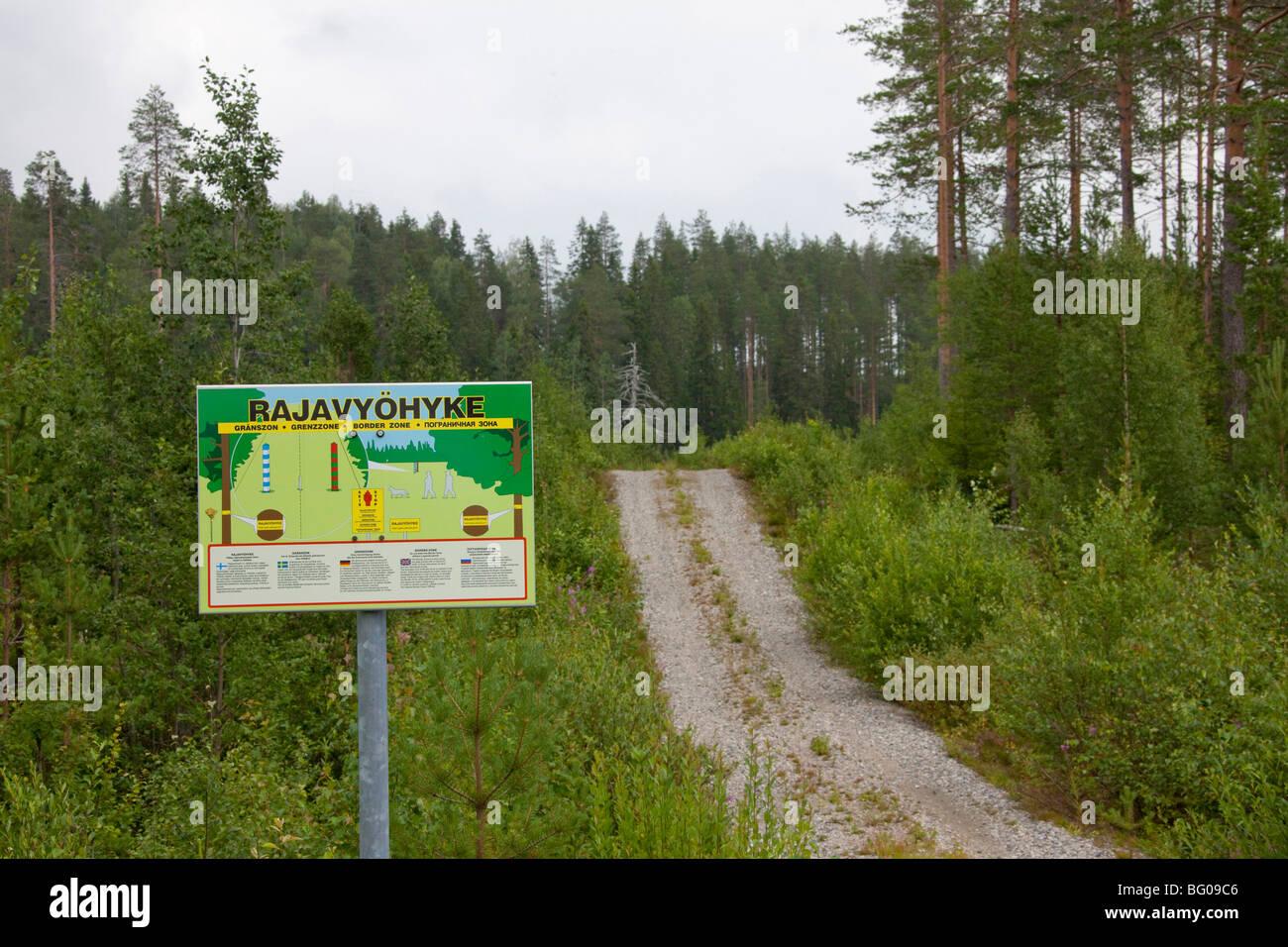 Zeichen der Grenze zwischen Finnland und Russland in Karelien Stockbild