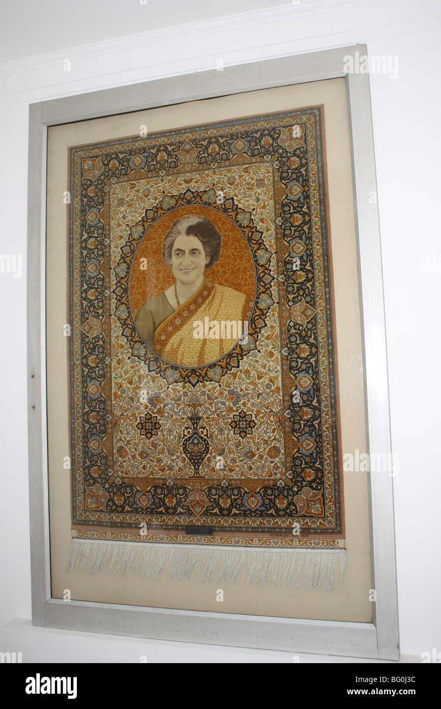 Foto von Indira Gandhi - ehemaliger Premierminister von Indien eingebettet in ein Tuch-Textil Stockfoto