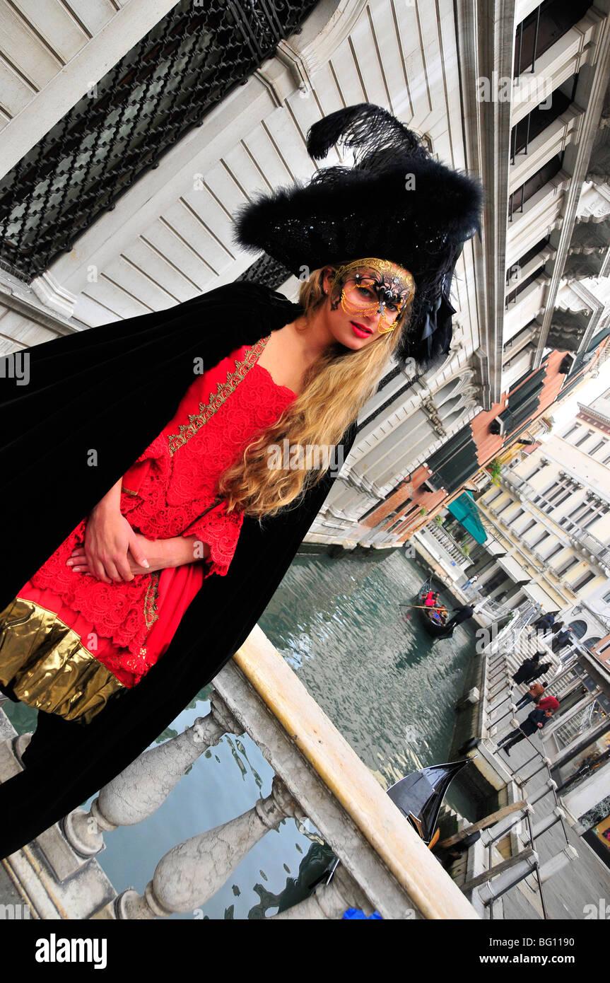 Maskierte Frau im 16. Jahrhundert Karneval Outfit, Venedig, Italien Stockbild