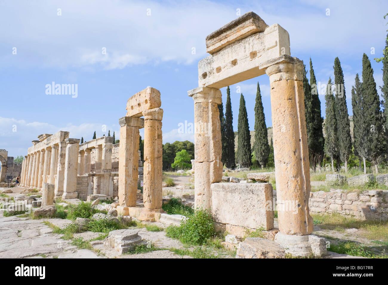 Antike Nekropole, monumentale Weg, Hierapolis Pamukkale, UNESCO-Weltkulturerbe, Anatolien, Türkei, Kleinasien, Stockbild