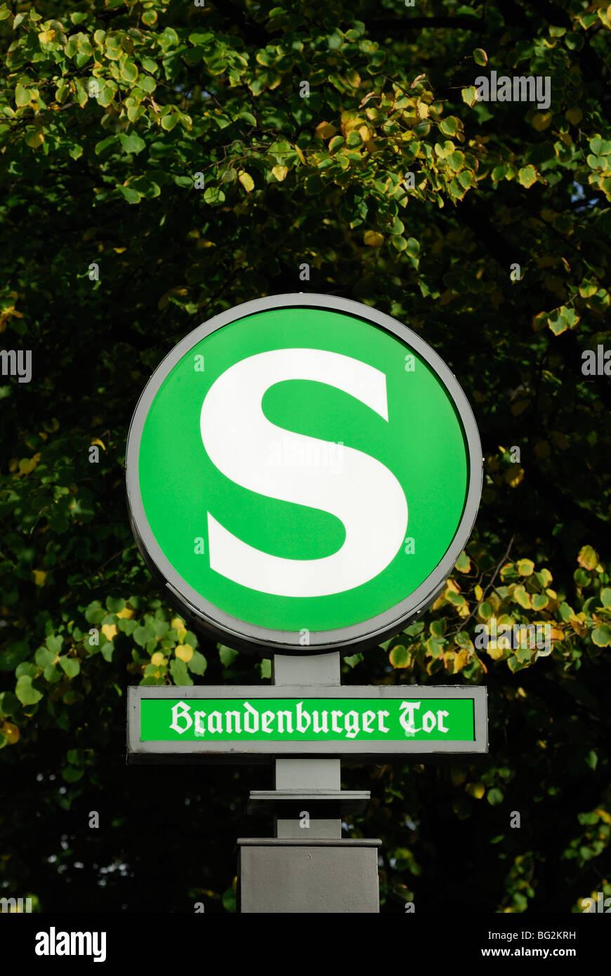 Berlin. Deutschland. S-Bahn Sign. Brandenburger Tor Stockbild