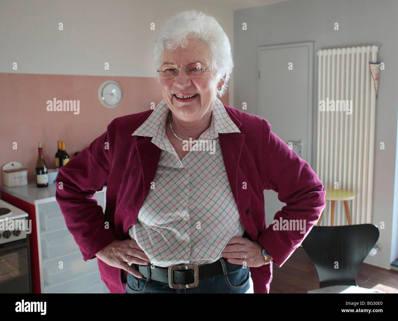 single 60 Jahre alte Frau